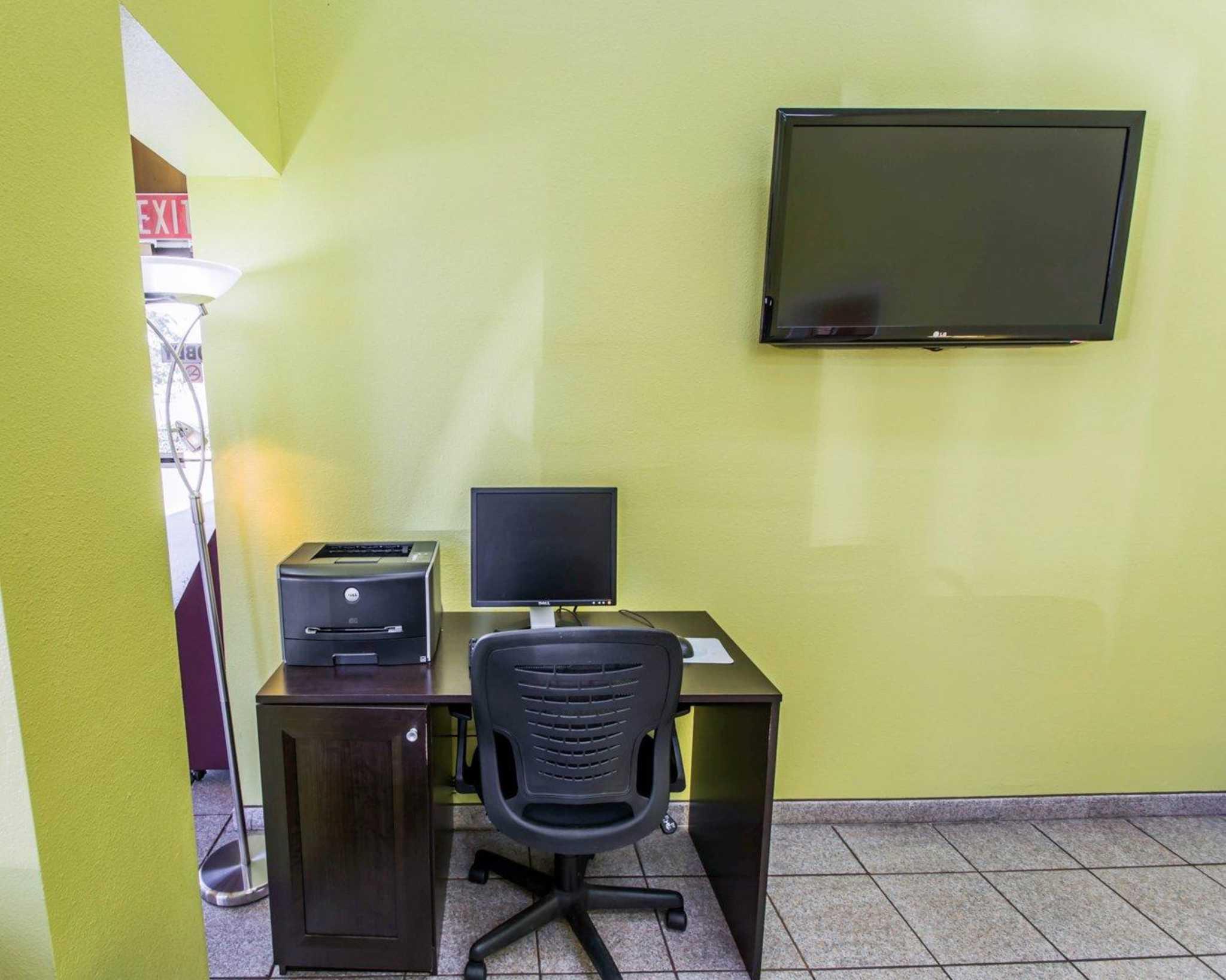 Quality Inn University image 31