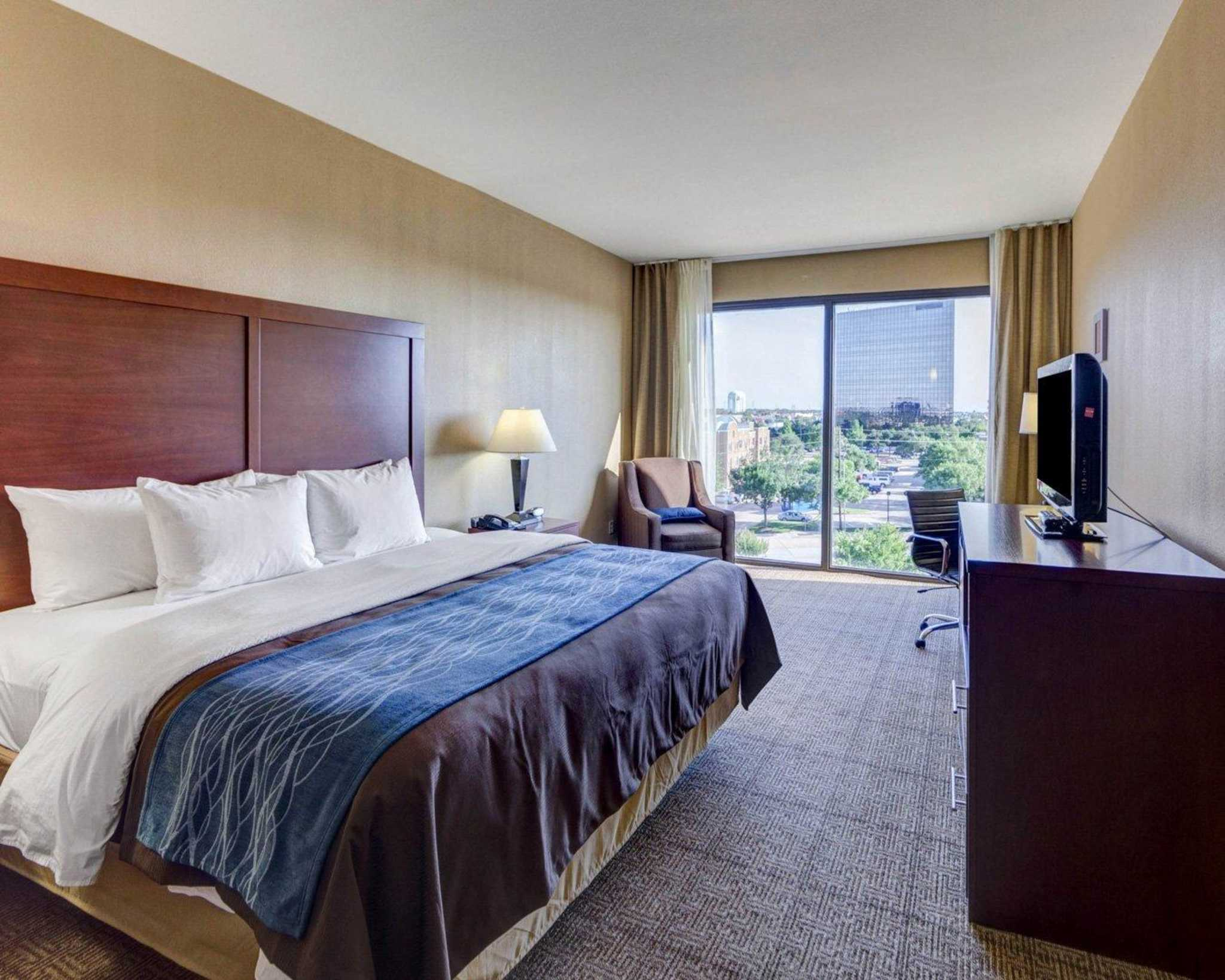 Comfort Inn & Suites Plano East image 6