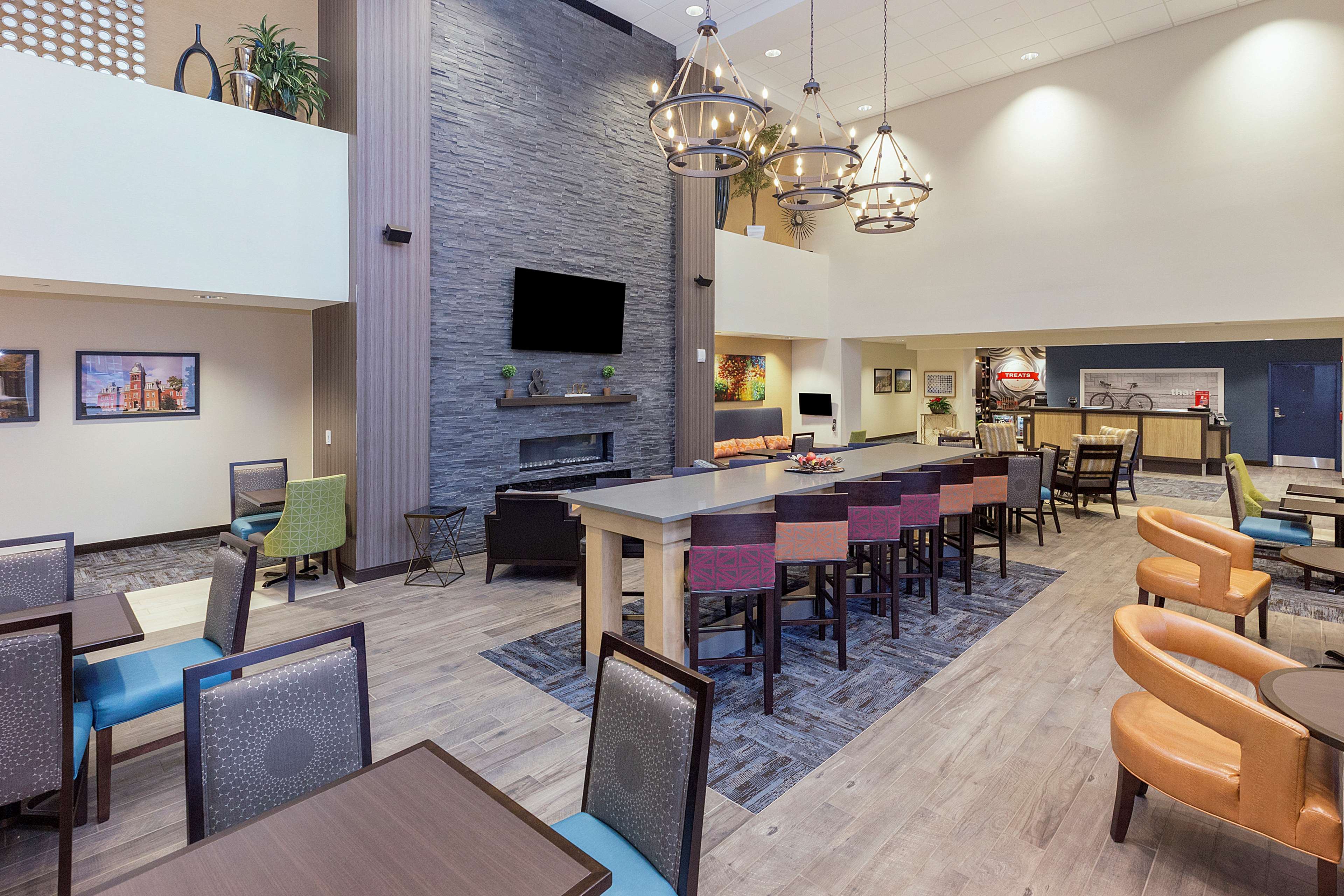 Hampton Inn & Suites Morgantown / University Town Centre image 4