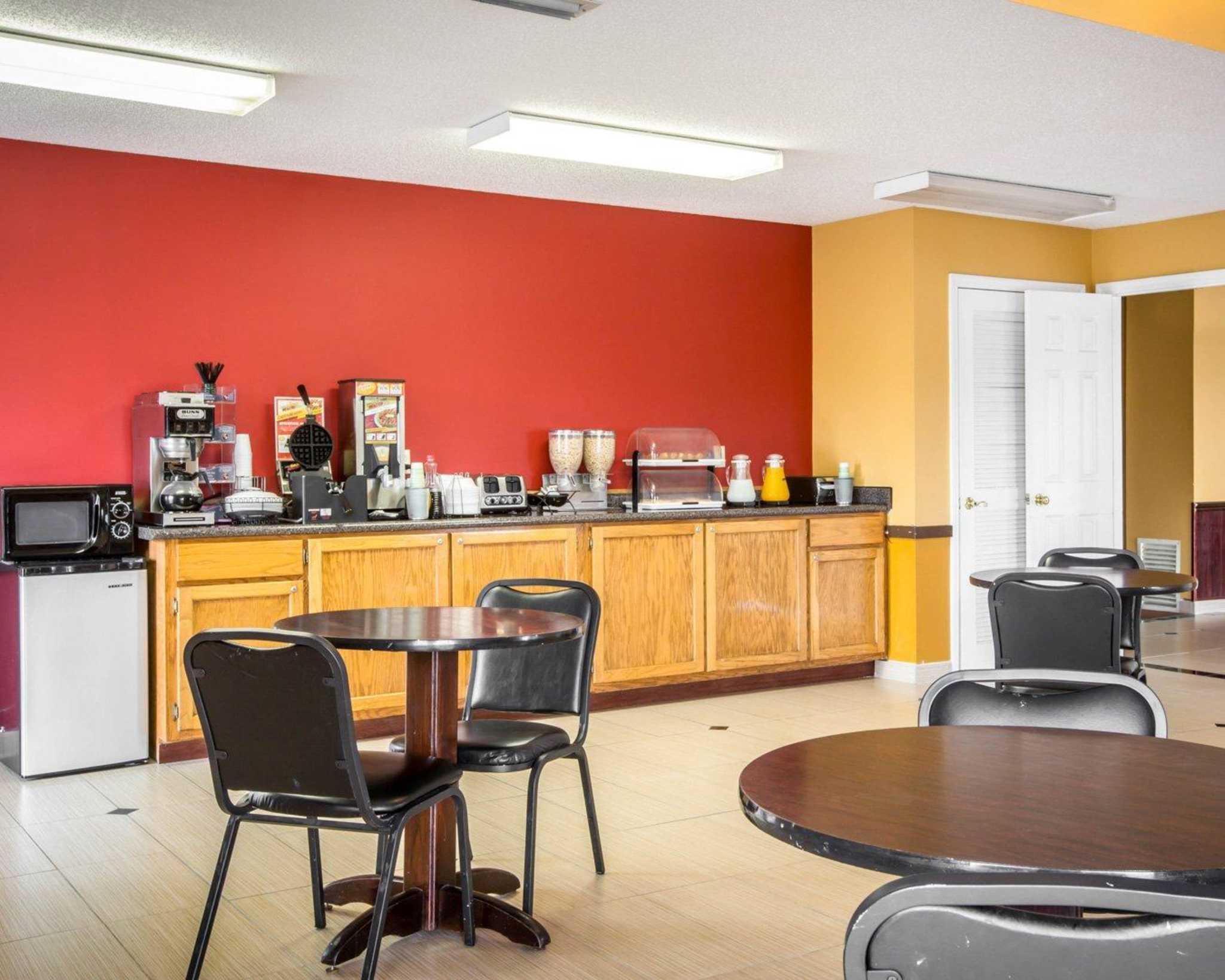 Econo Lodge image 20