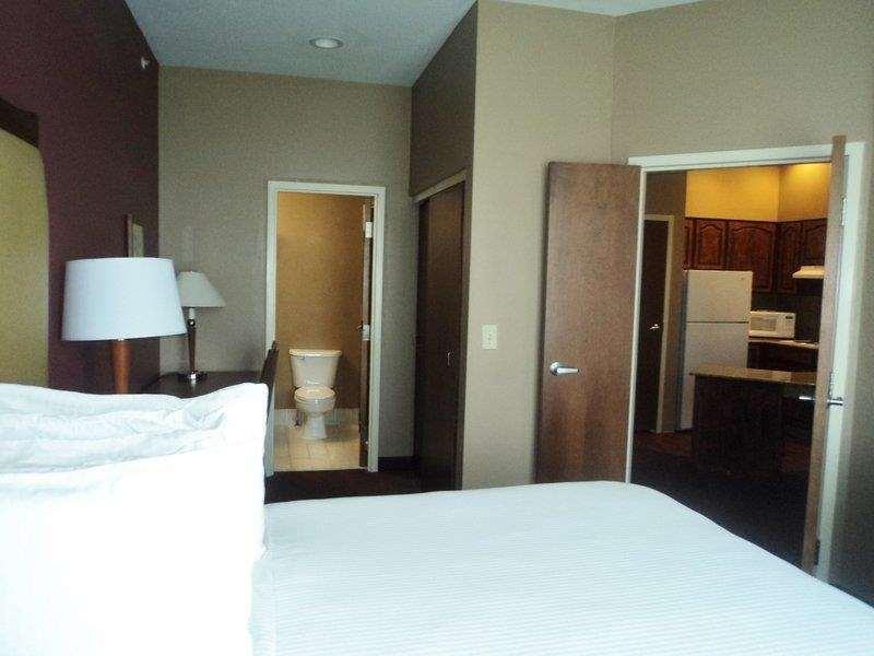 Best Western Plus Hannaford Inn & Suites image 16
