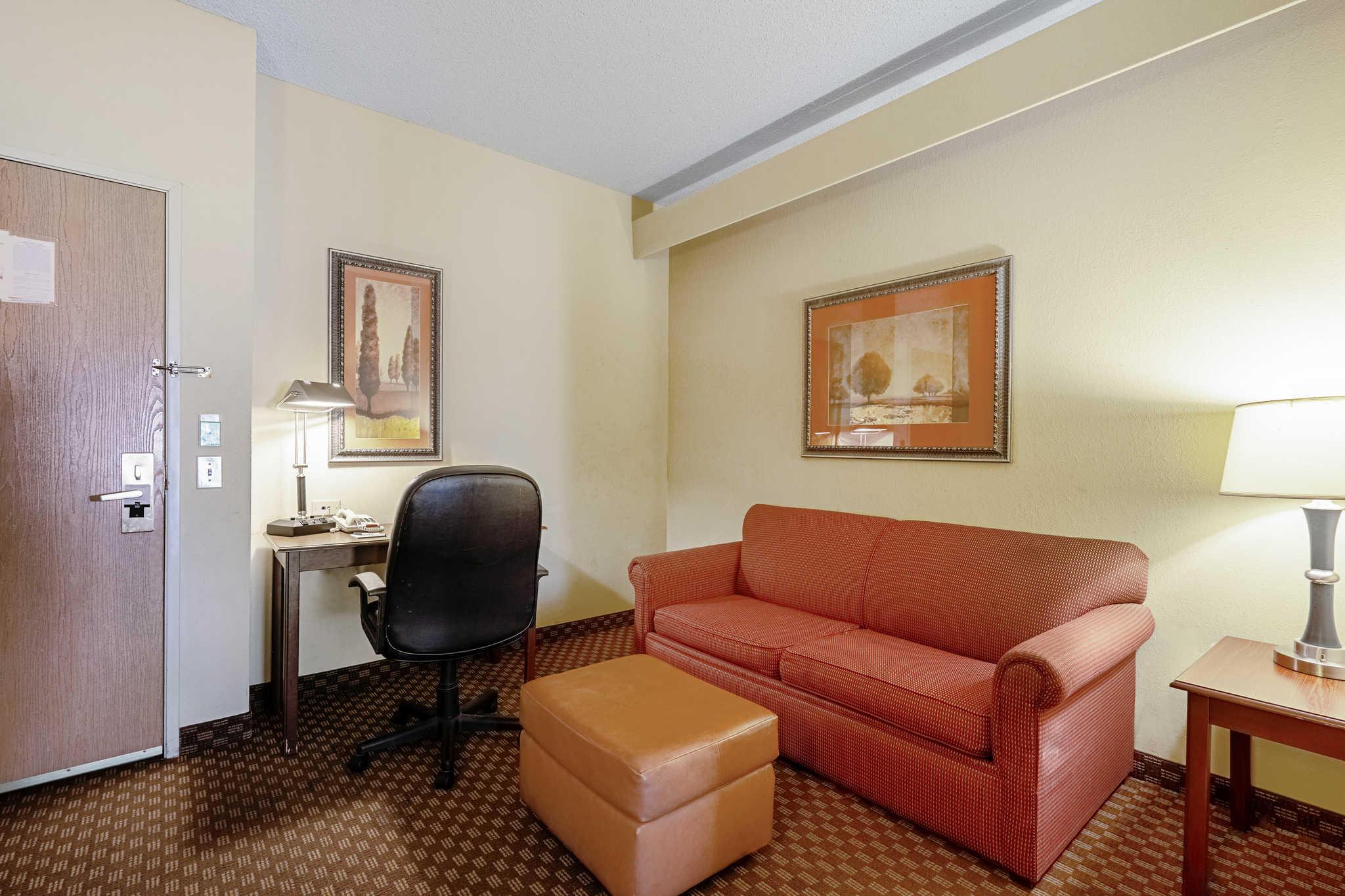 Quality Suites image 27