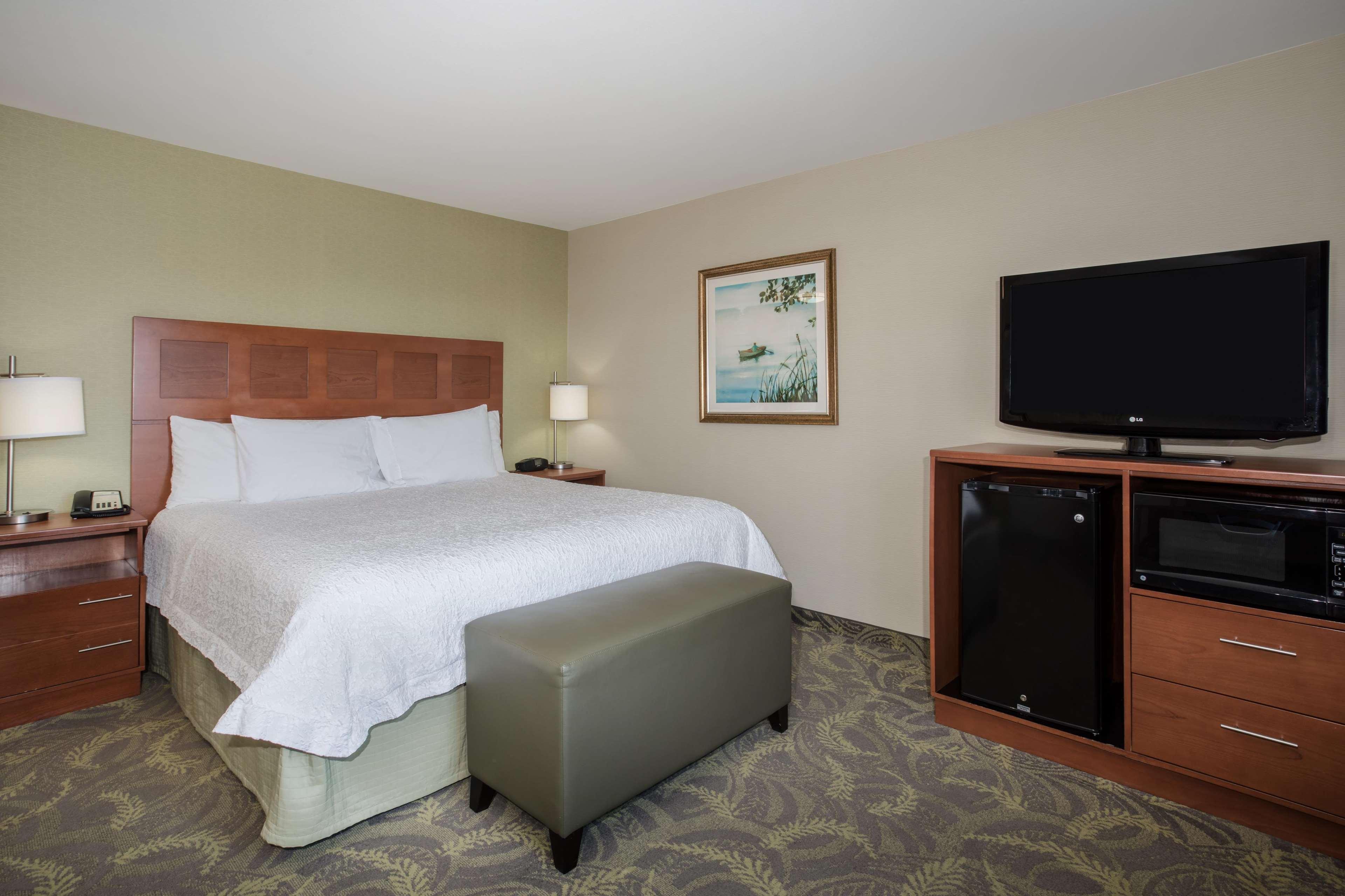 Hampton Inn & Suites Astoria image 33