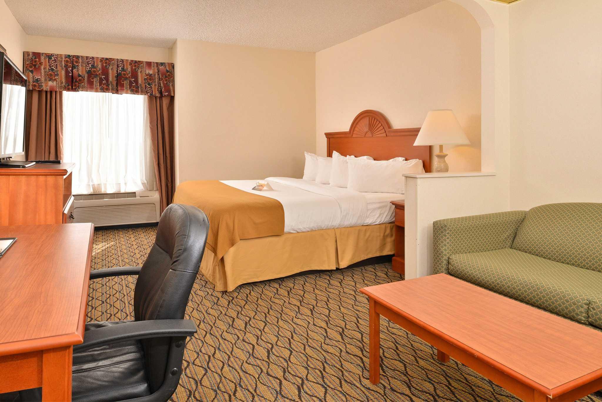 Quality Inn & Suites Jefferson City image 12