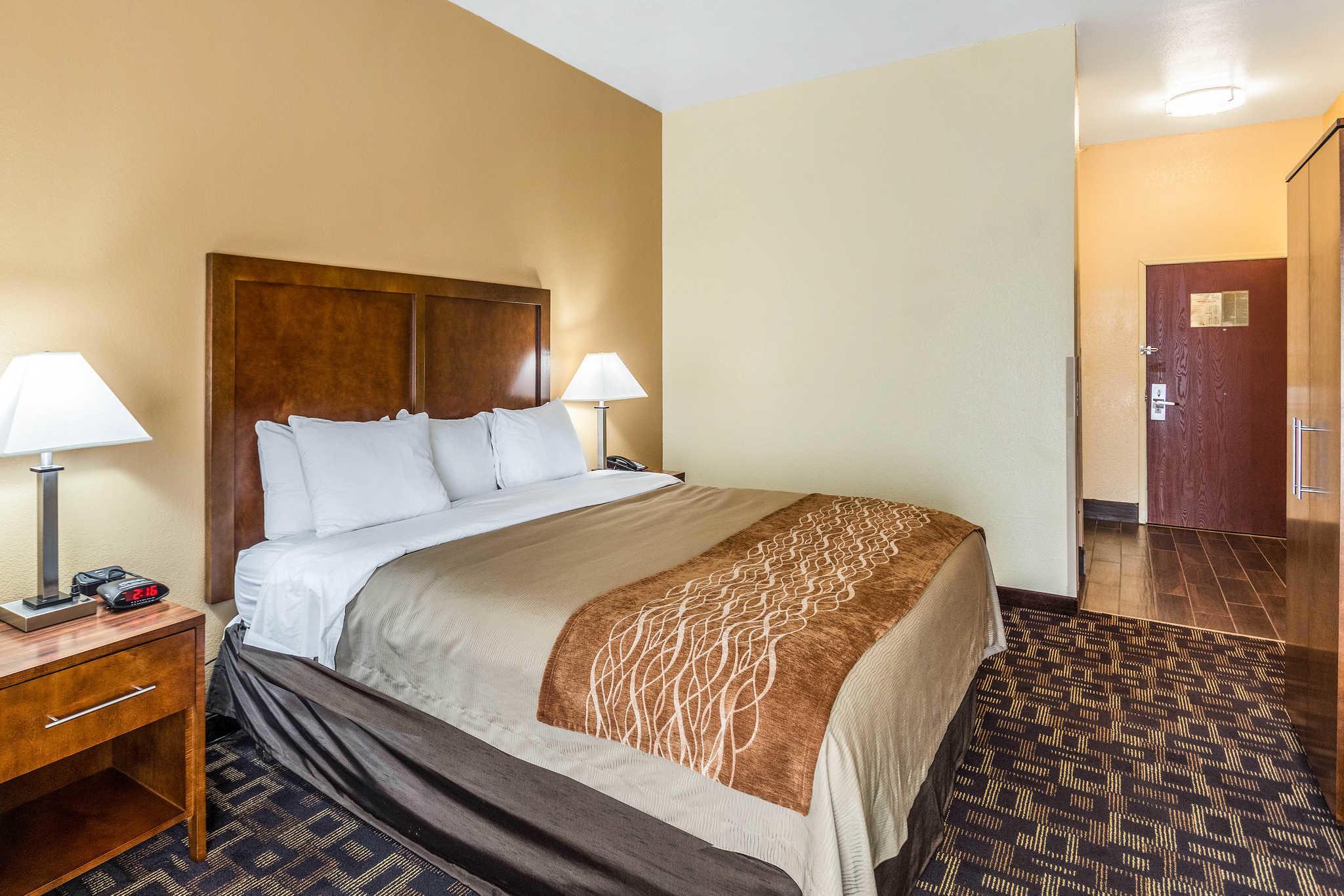Comfort Inn & Suites North Aurora - Naperville image 10