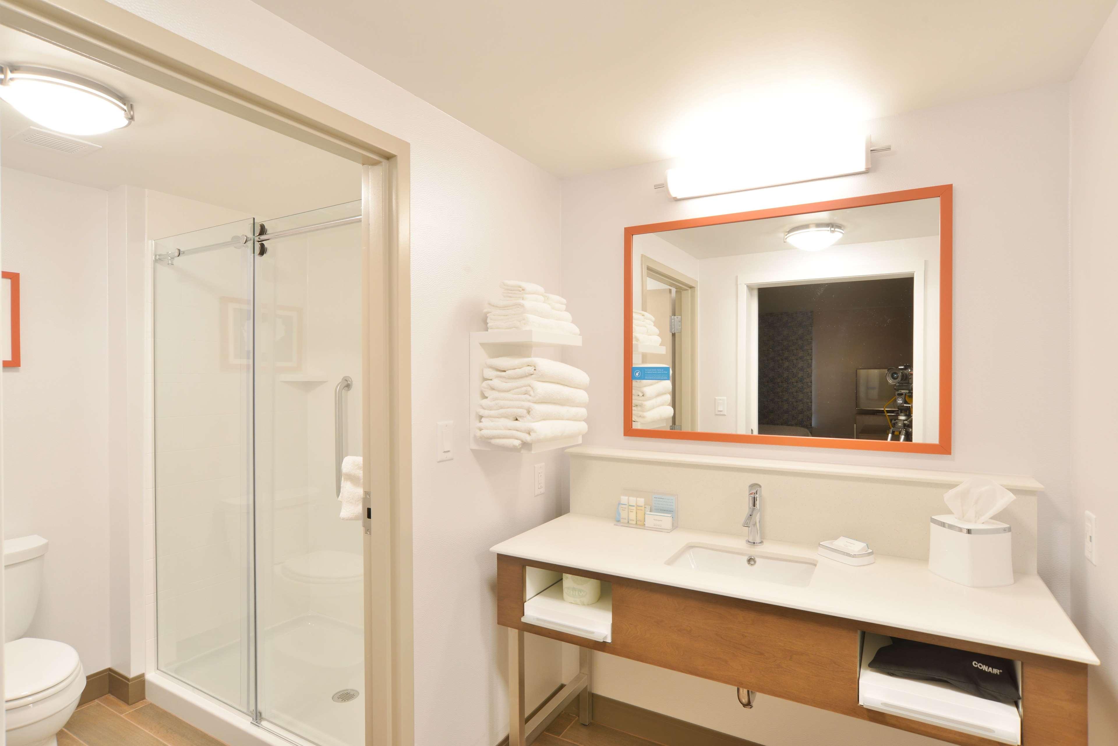 Hampton Inn & Suites Menomonie-UW Stout image 11