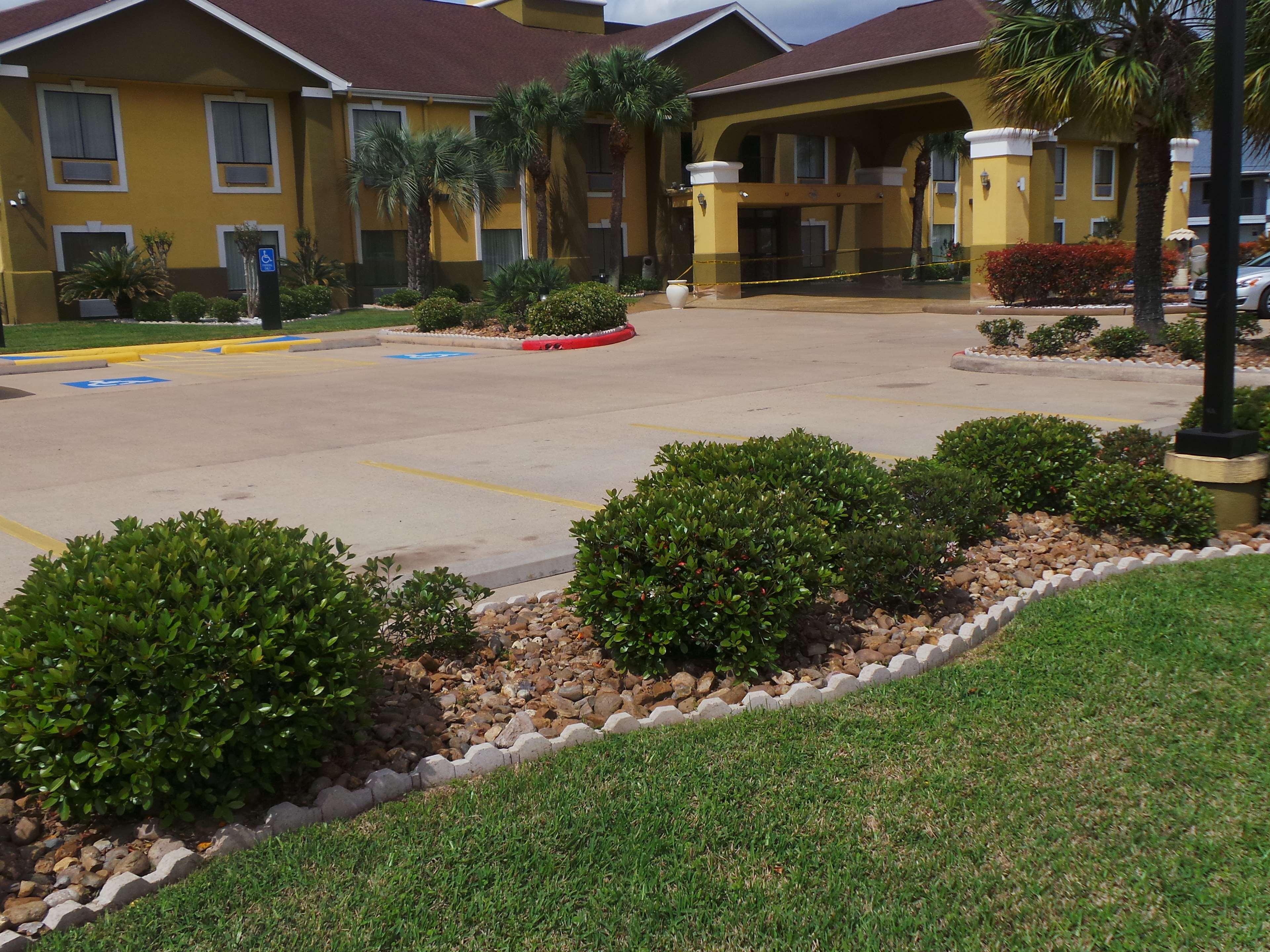 SureStay Plus Hotel by Best Western Alvin image 0