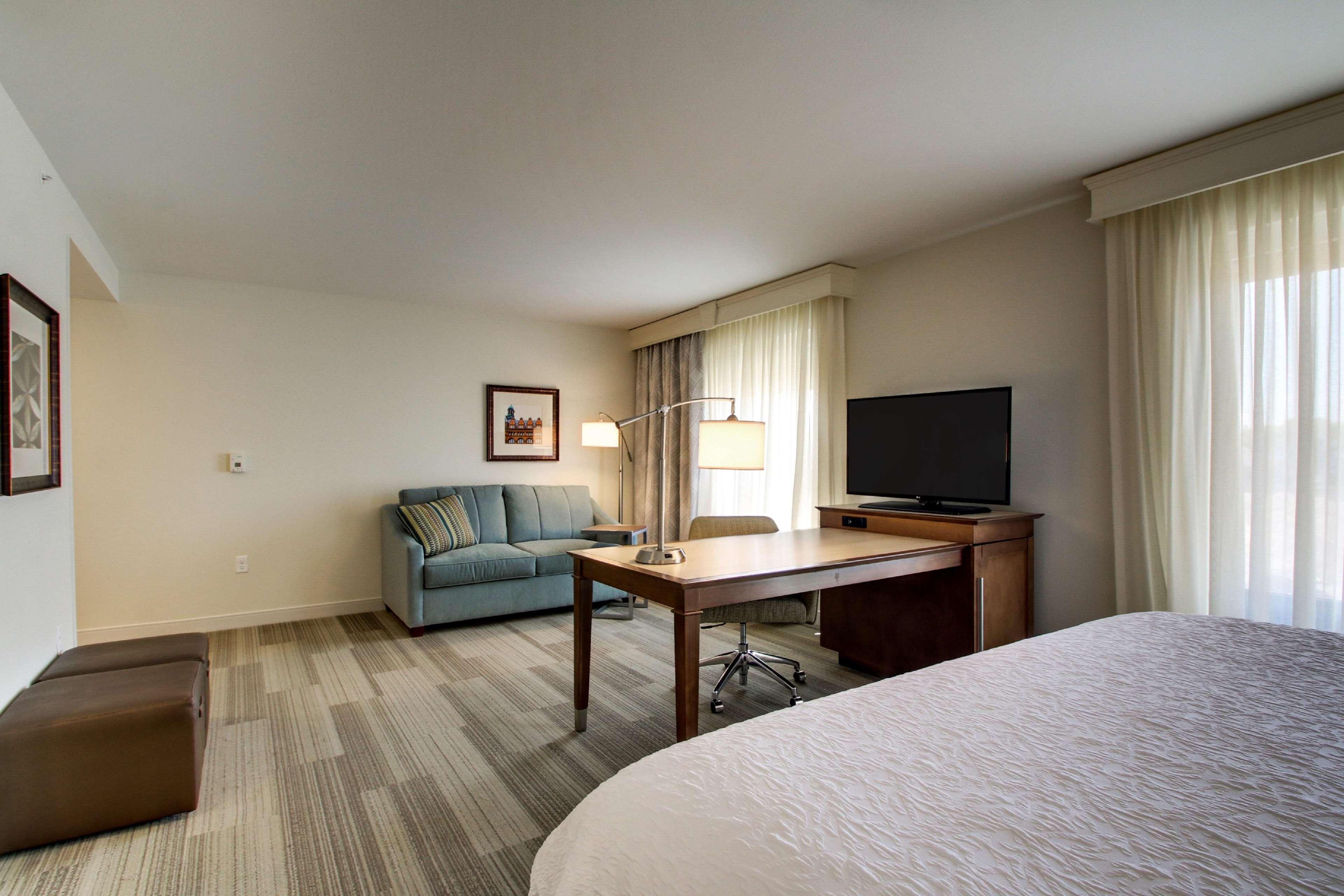 Hampton Inn & Suites Milwaukee West image 41