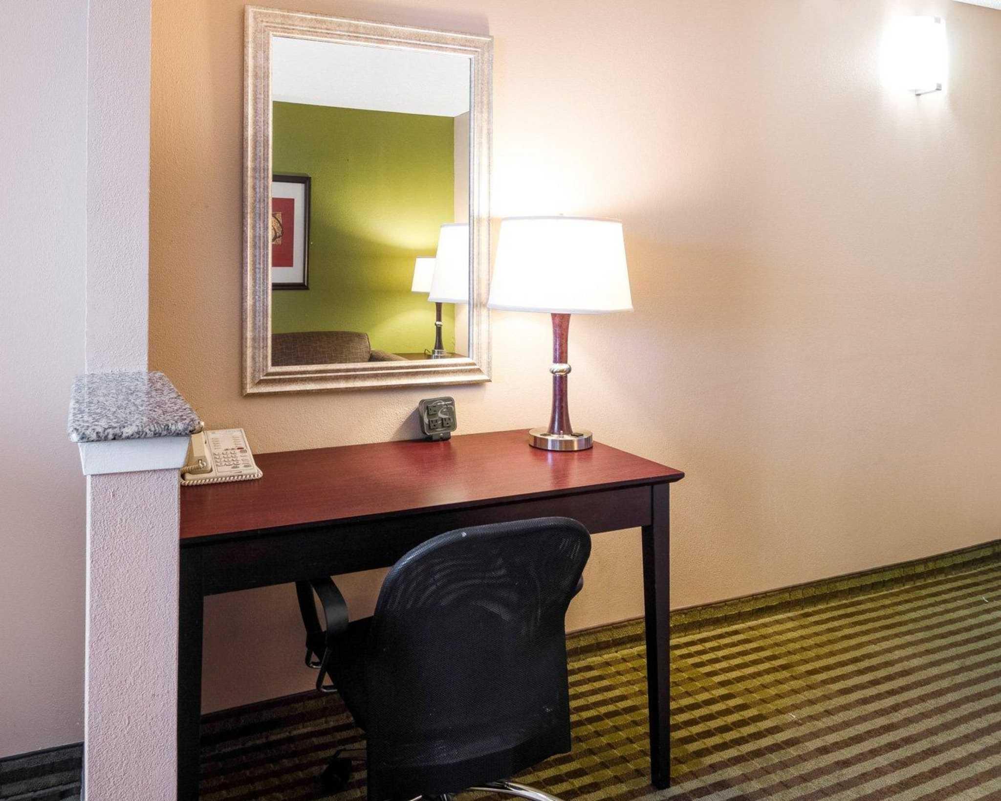 Comfort Suites Las Colinas Center image 25
