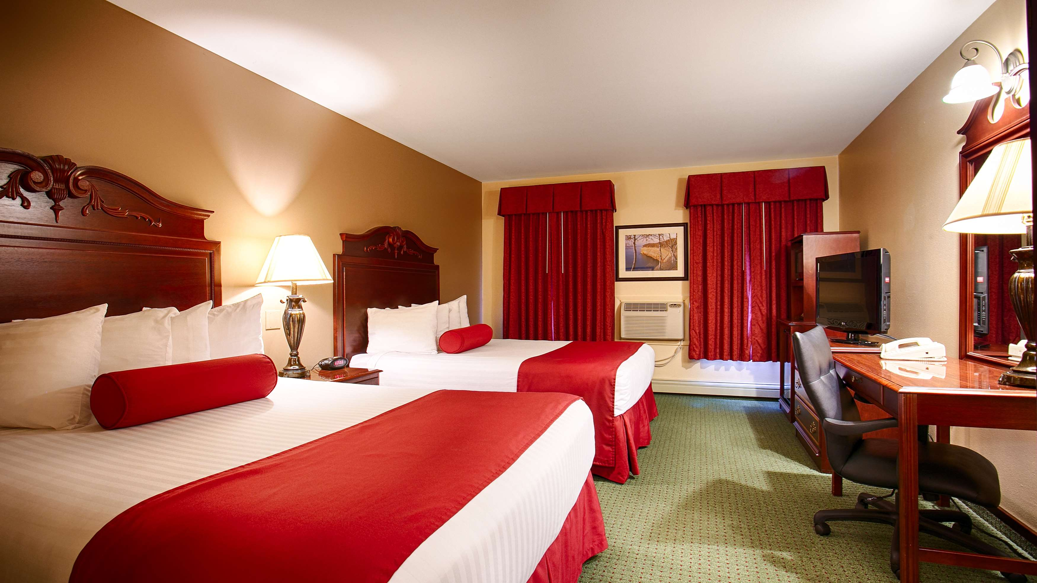 Best Western The Hotel Chequamegon image 0