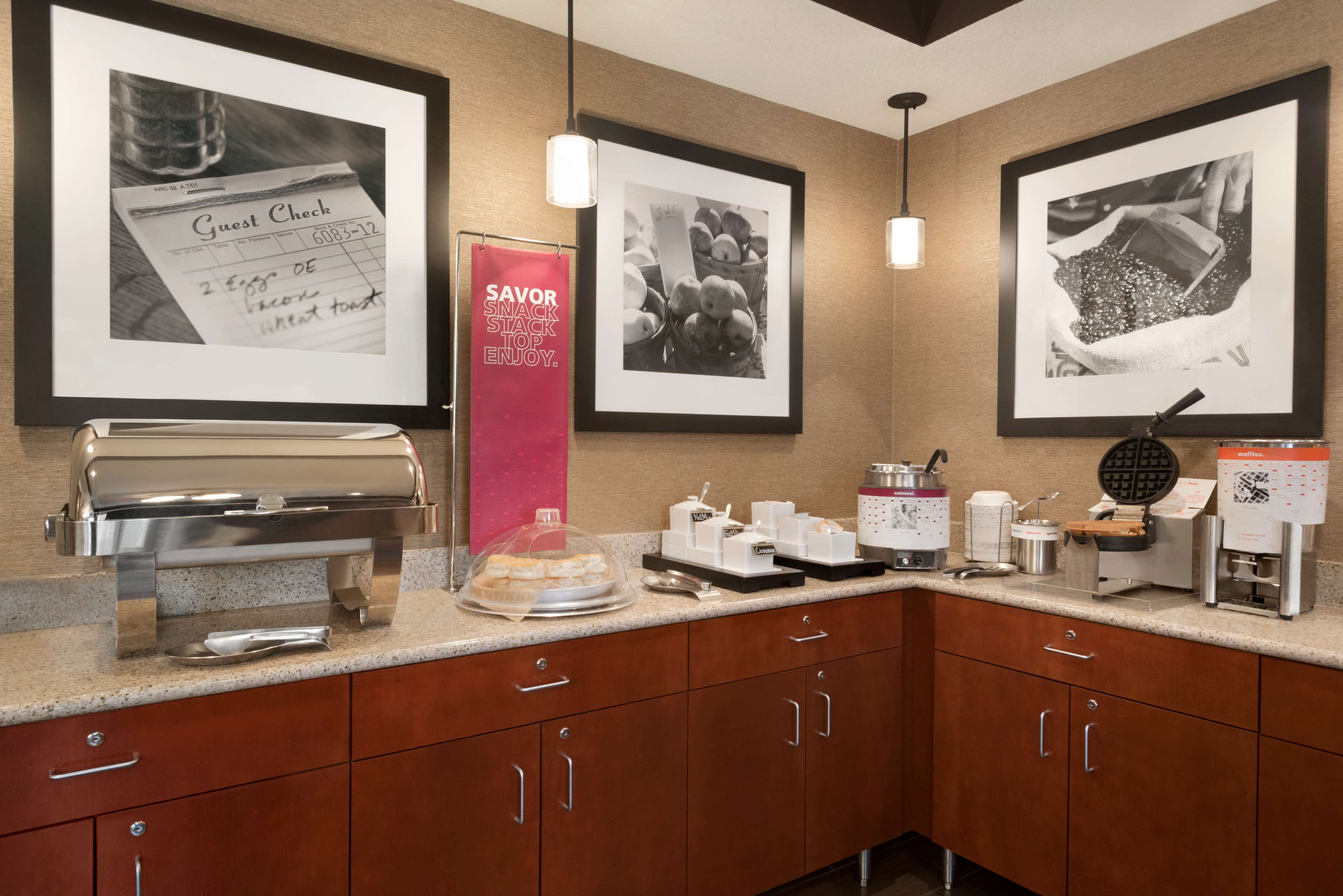Hampton Inn Battle Creek image 7