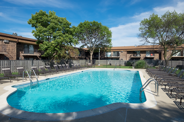 Eagle Creek Apartments In Westmont Il 60559 Citysearch
