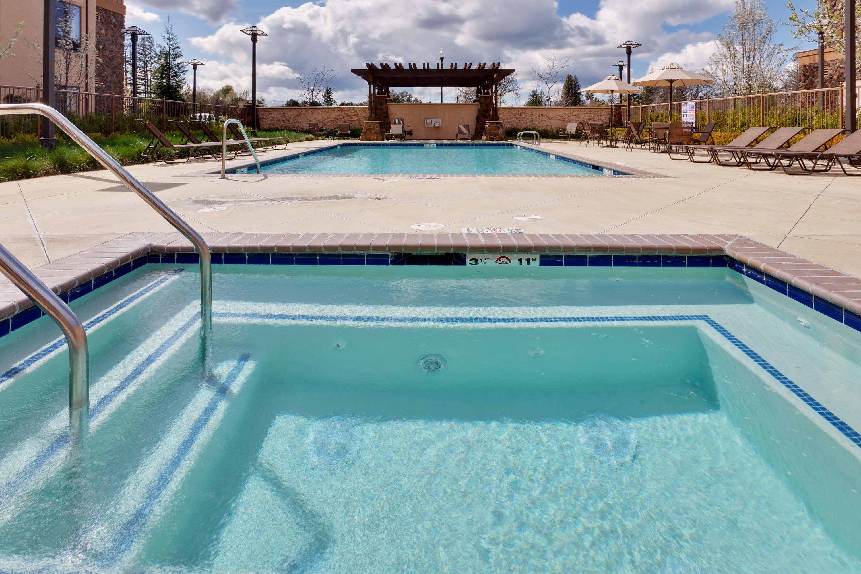 Hampton Inn & Suites Windsor - Sonoma Wine Country image 2