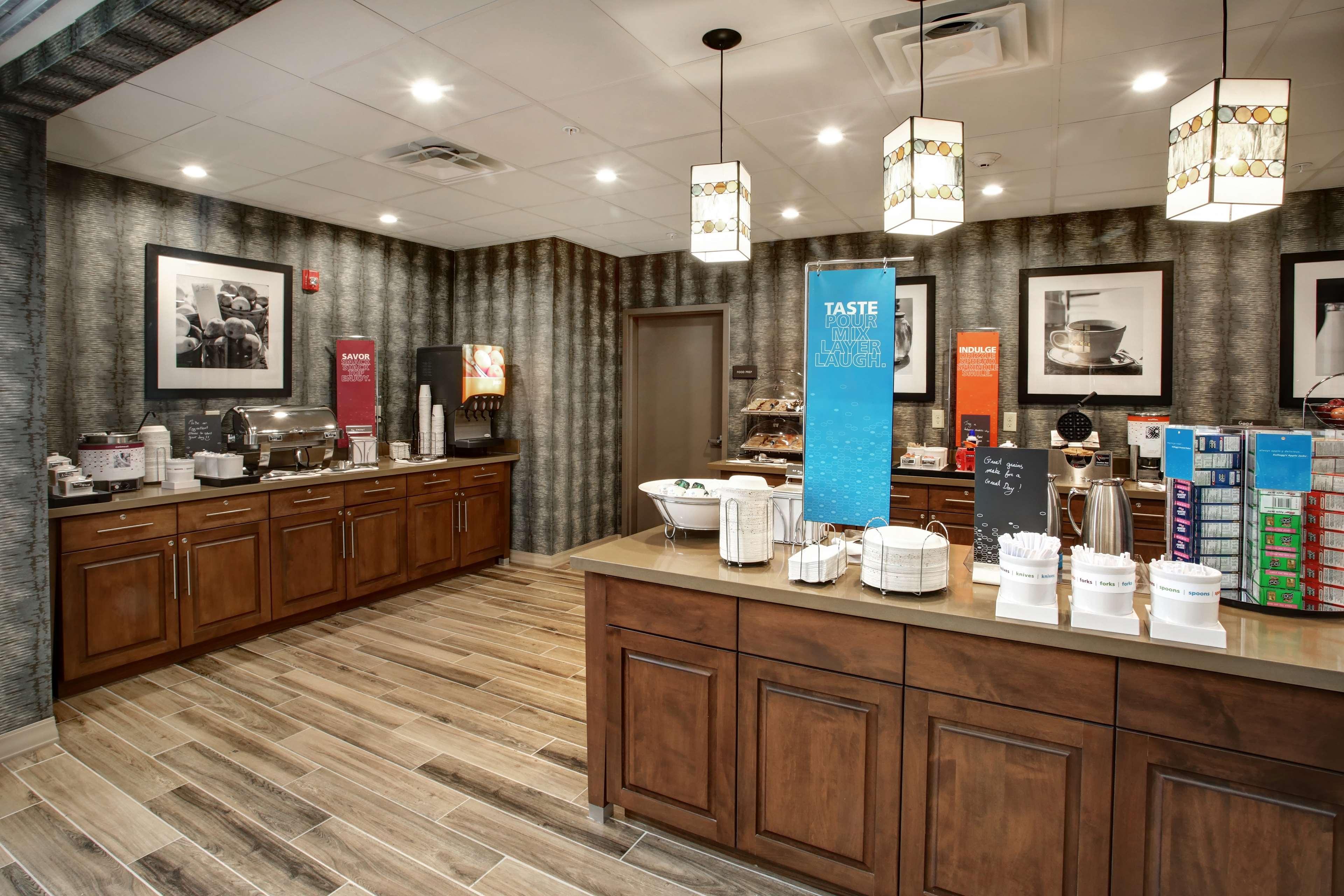 Hampton Inn & Suites Baltimore/Aberdeen image 11