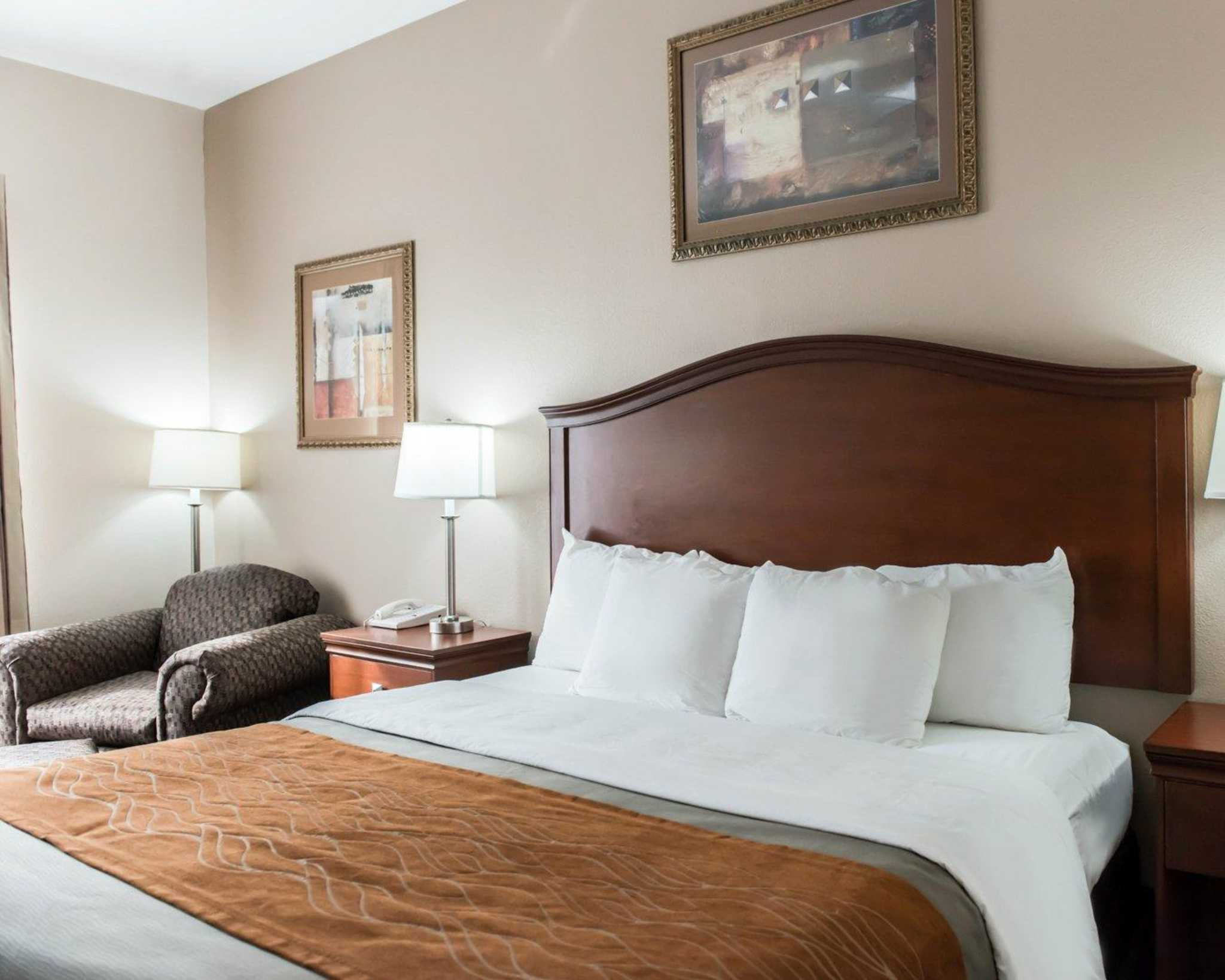 Comfort Inn & Suites Midway - Tallahassee West image 0
