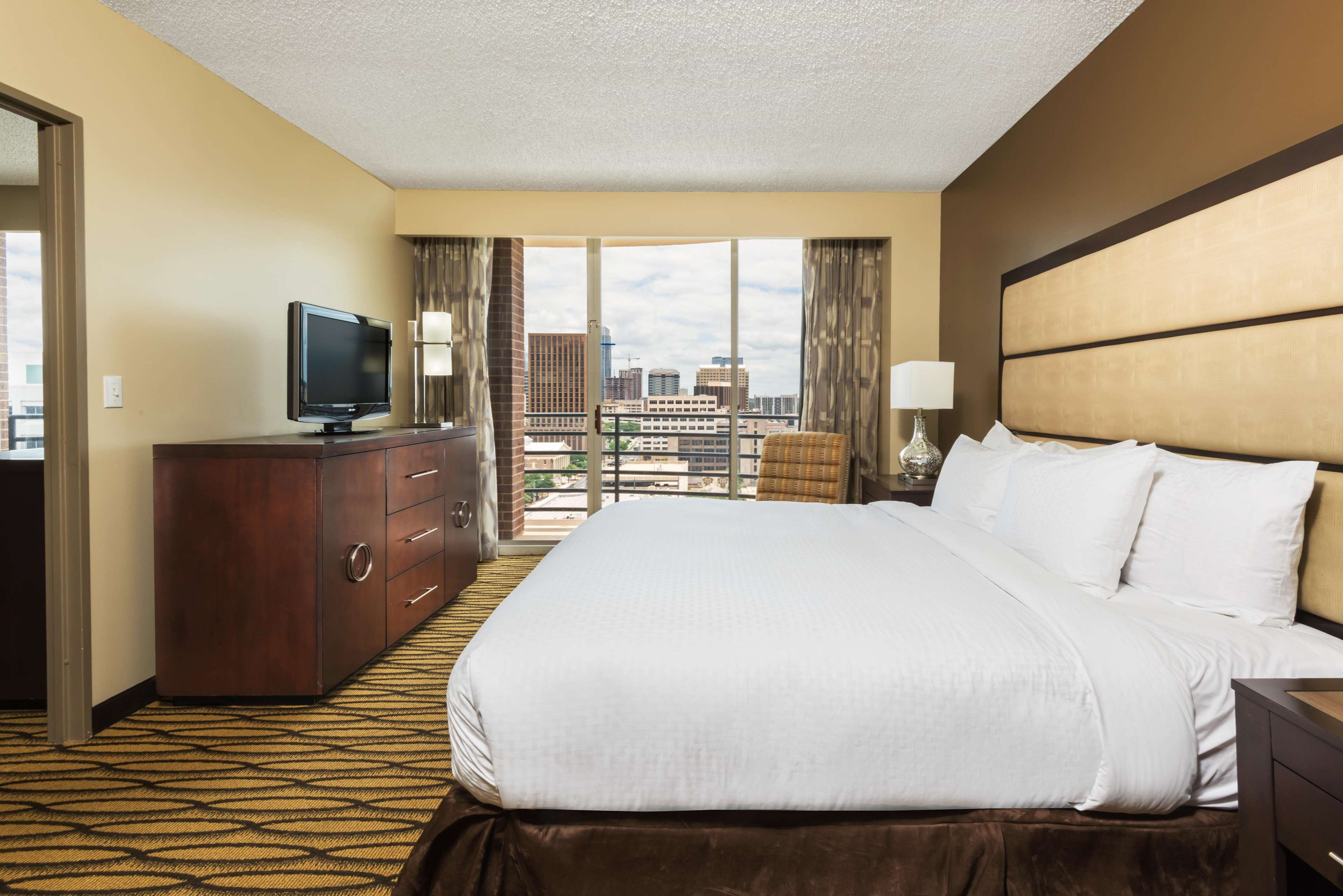 DoubleTree Suites by Hilton Hotel Austin image 11