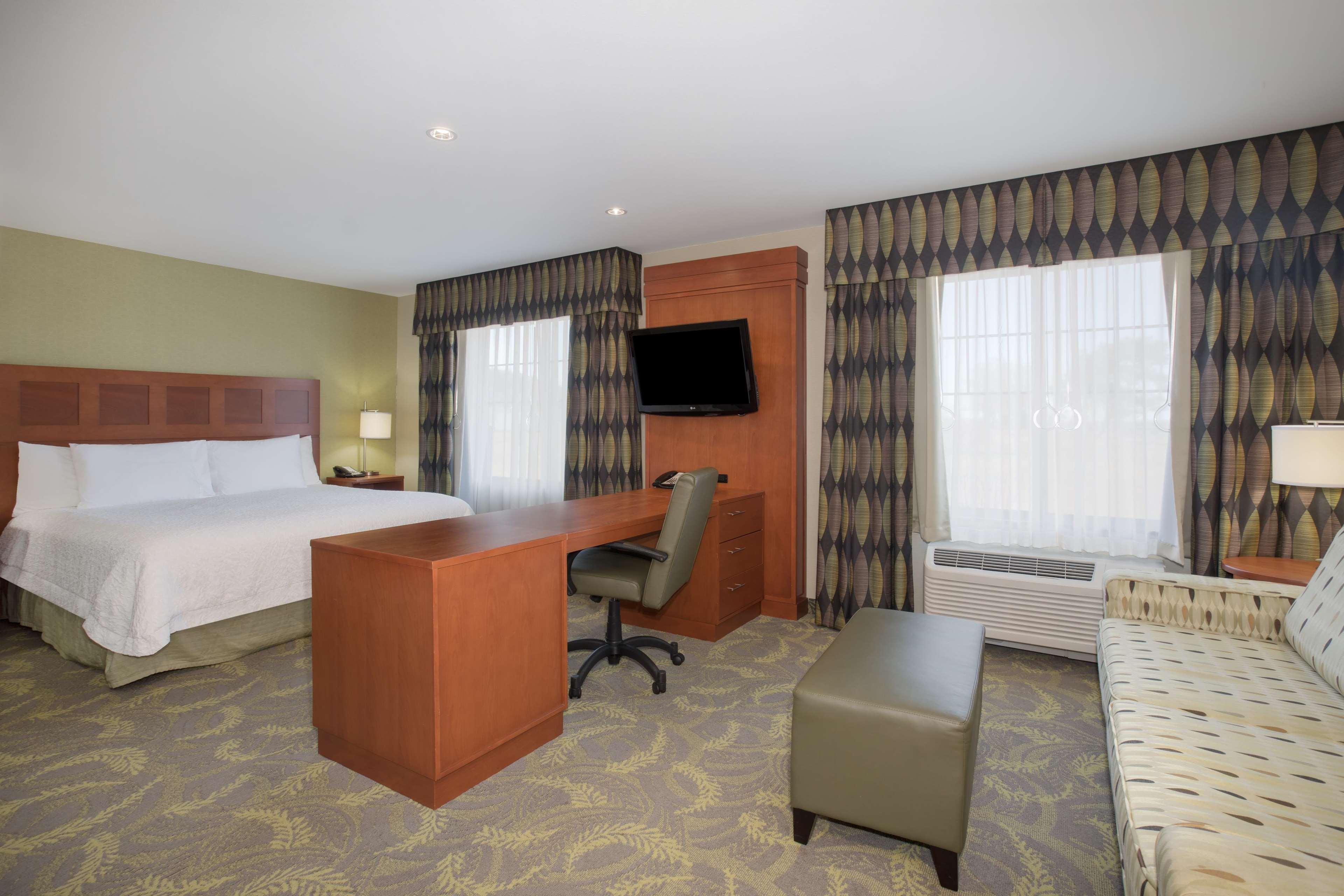 Hampton Inn & Suites Astoria image 23
