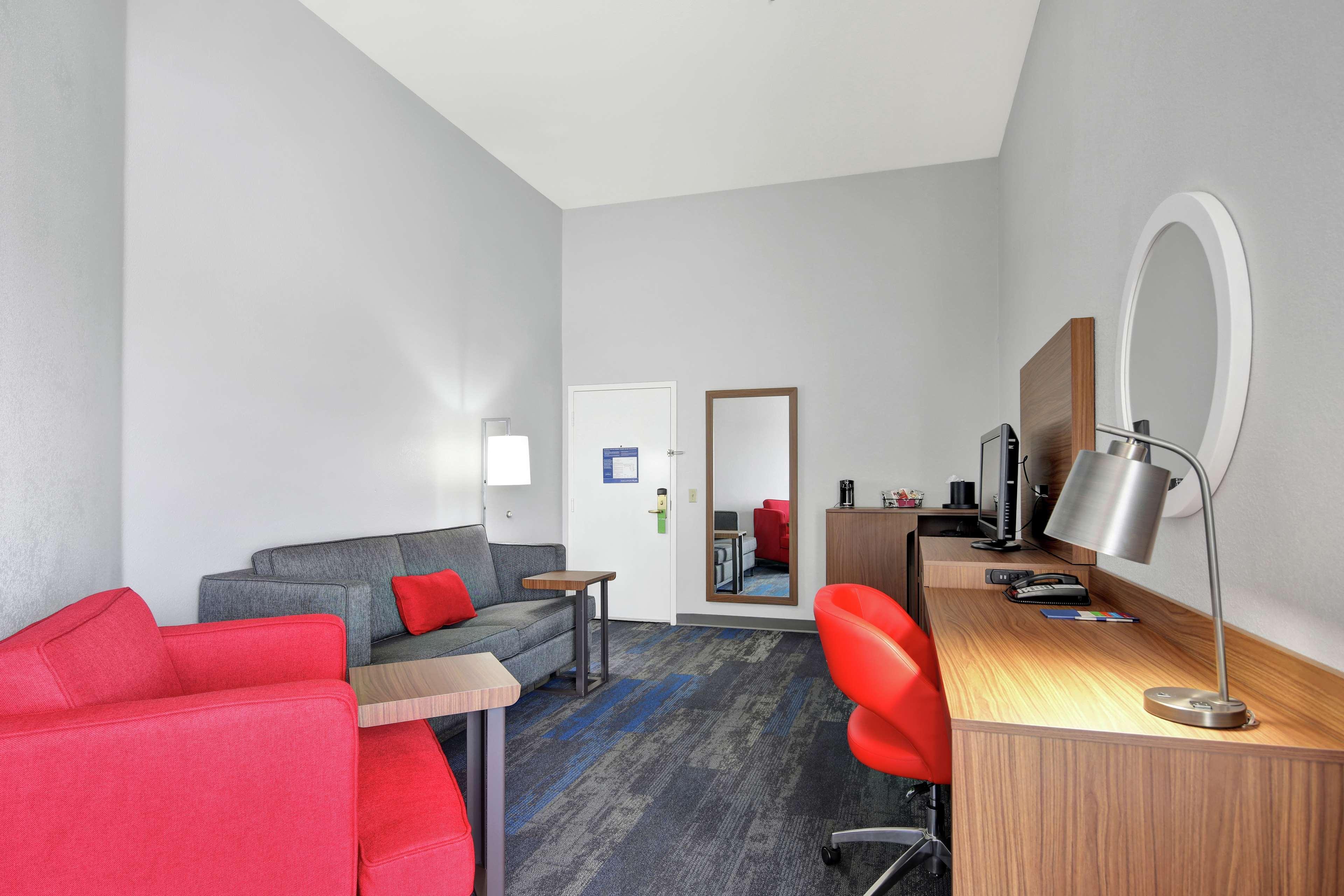Hampton Inn & Suites Santa Ana/Orange County Airport in Santa Ana, CA, photo #35