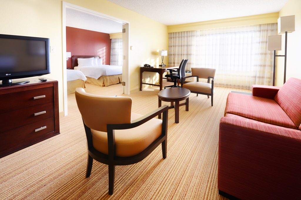 Courtyard by Marriott Houston Hobby Airport image 7