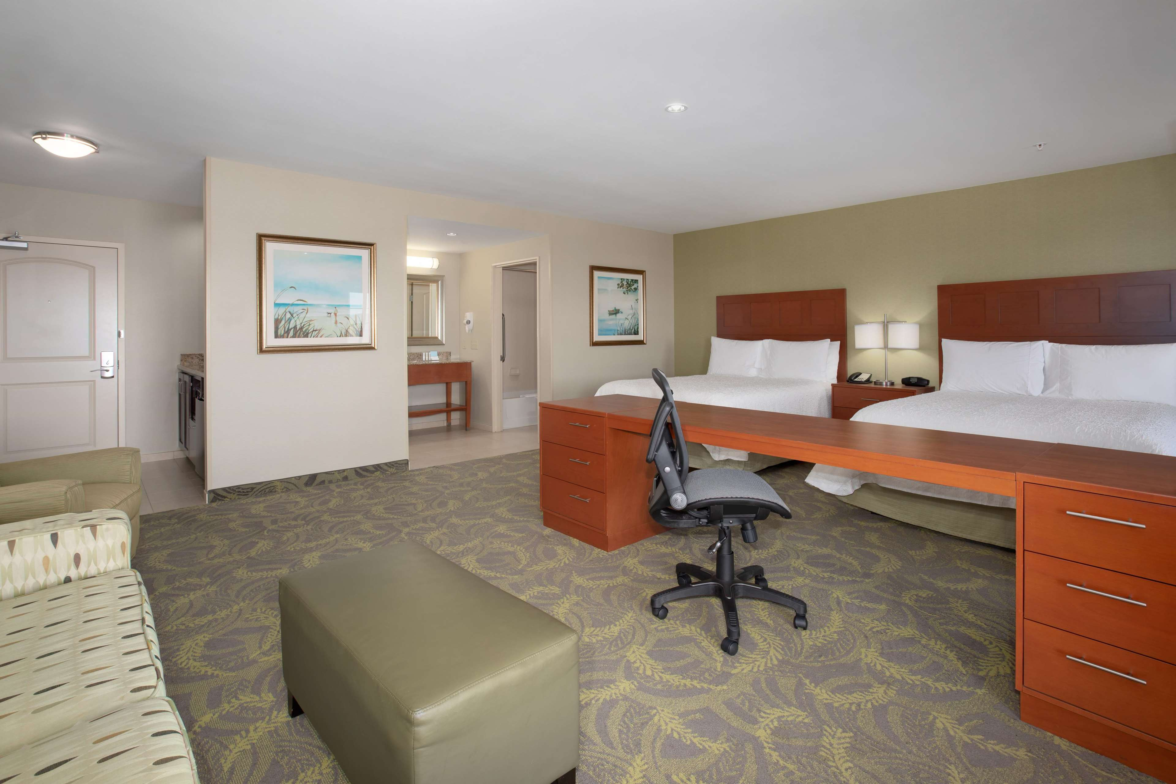 Hampton Inn & Suites Astoria image 14