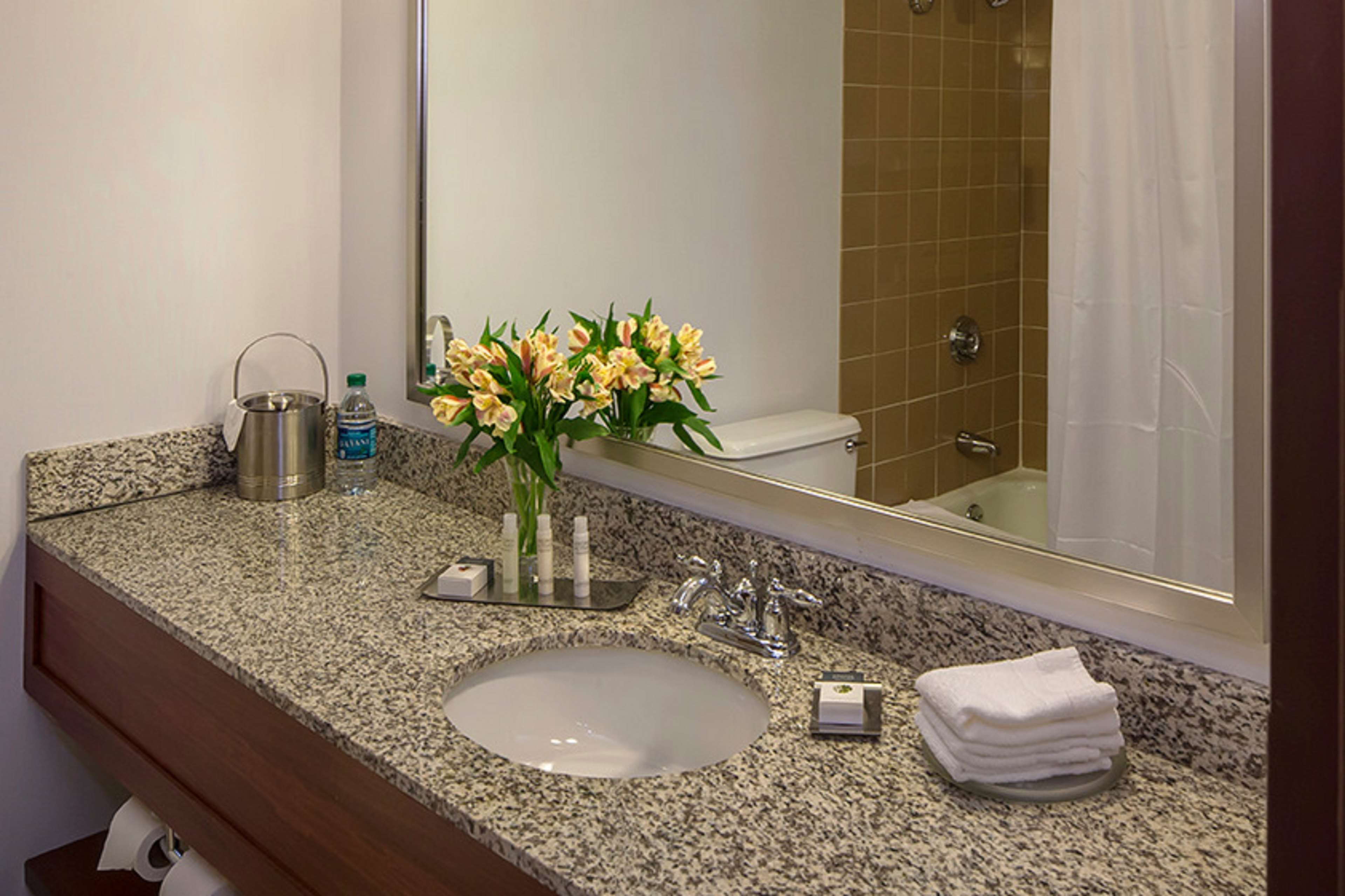 DoubleTree by Hilton Hotel Pittsburgh - Cranberry image 31