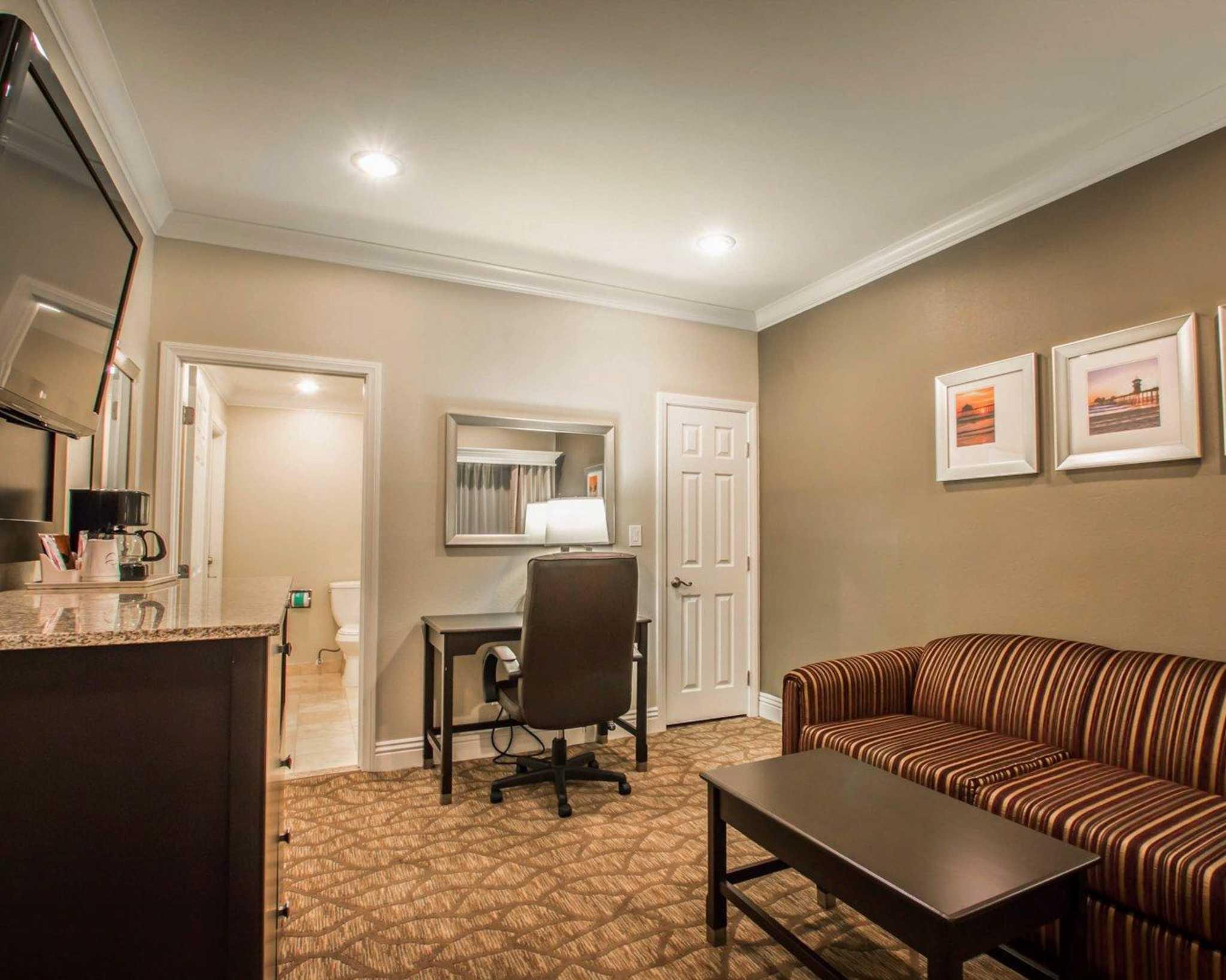 Comfort Suites Huntington Beach image 26