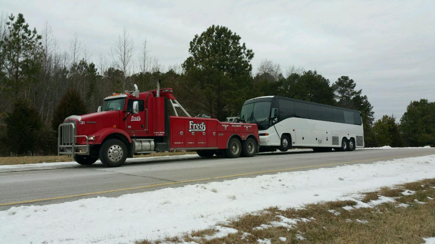 Fred's Towing & Transport image 2