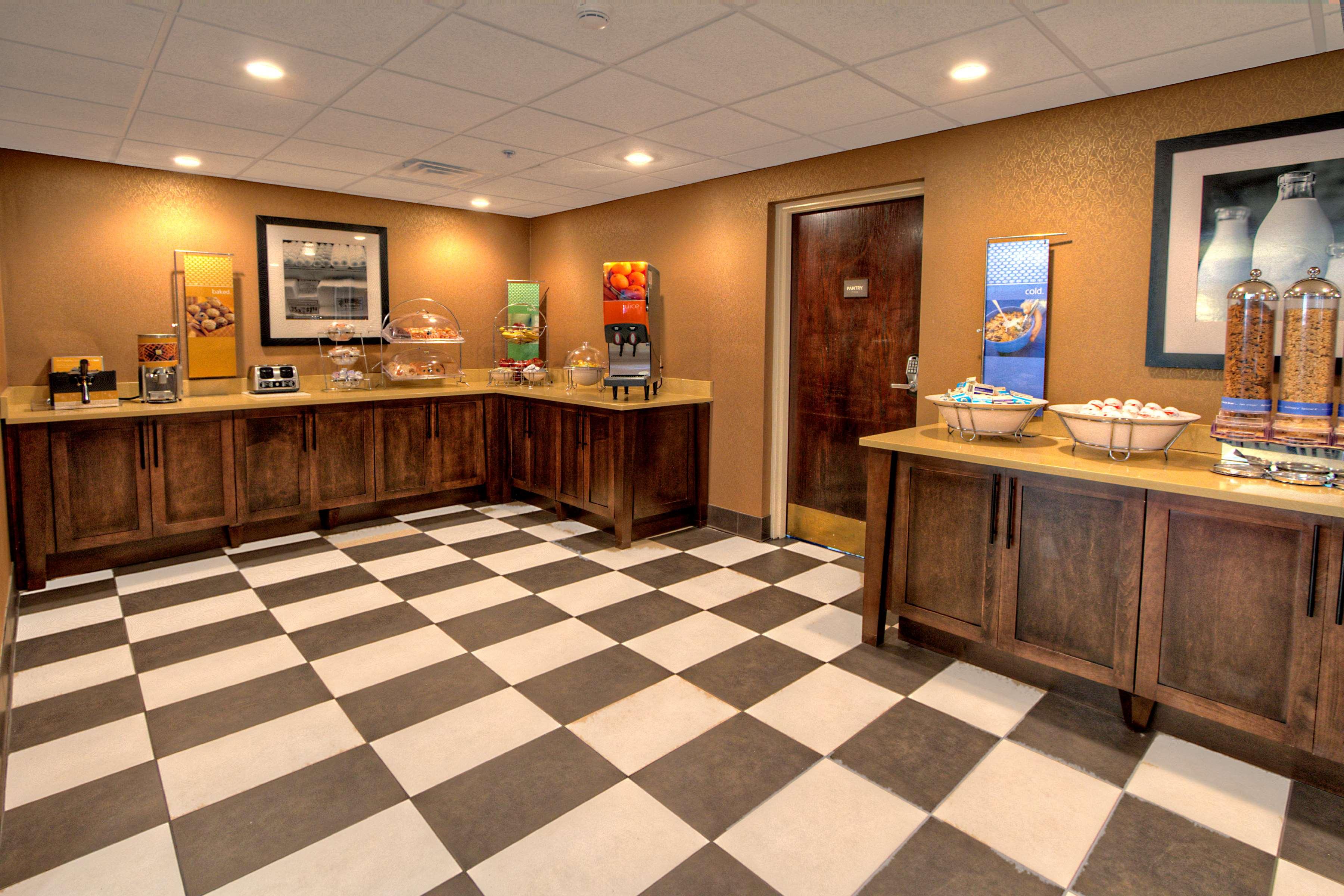 Hampton Inn Goldsboro image 14