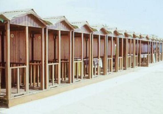 Stabilimento balneare bagno albertina turismo luoghi for Bagno san francesco forte dei marmi