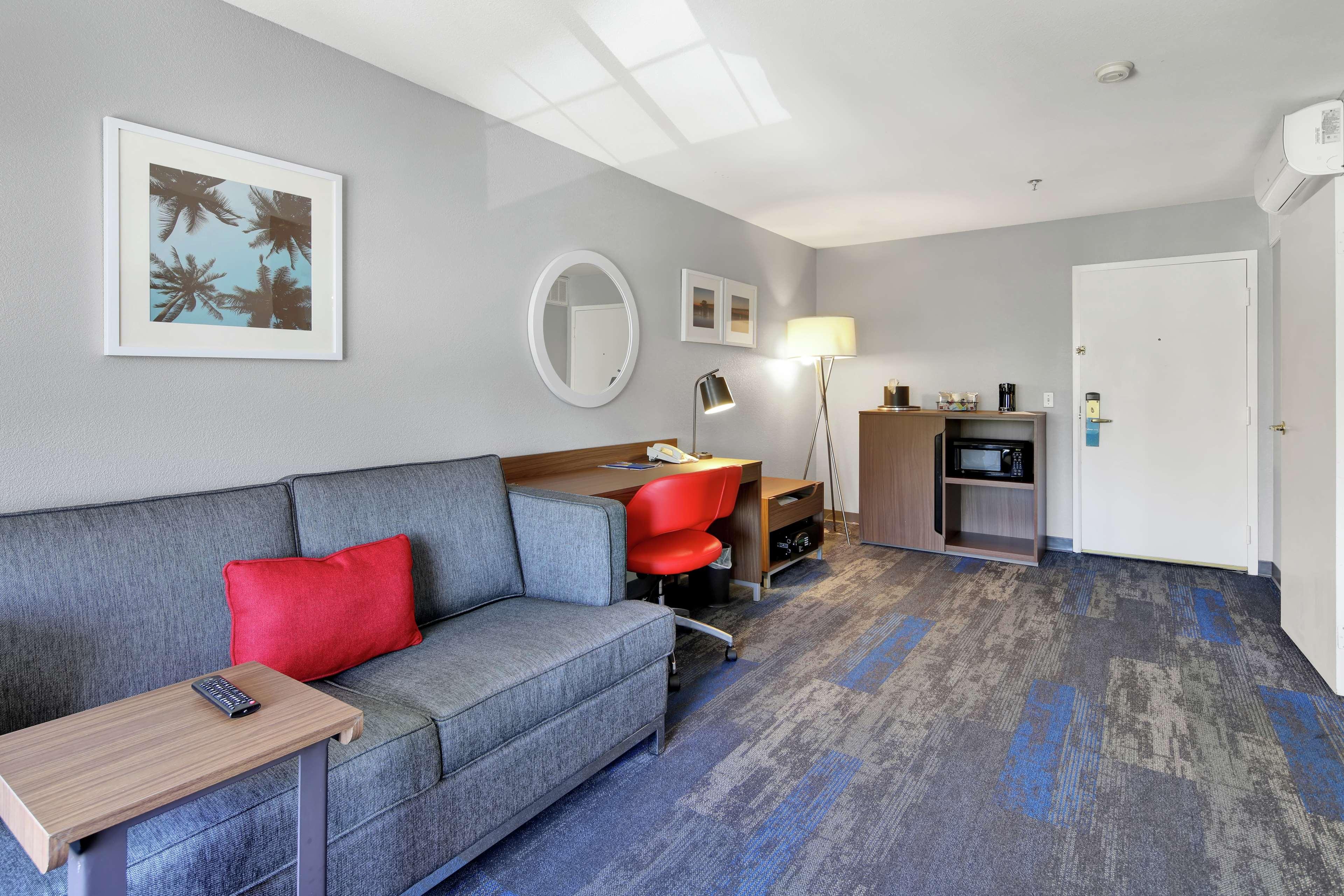 Hampton Inn & Suites Santa Ana/Orange County Airport in Santa Ana, CA, photo #25