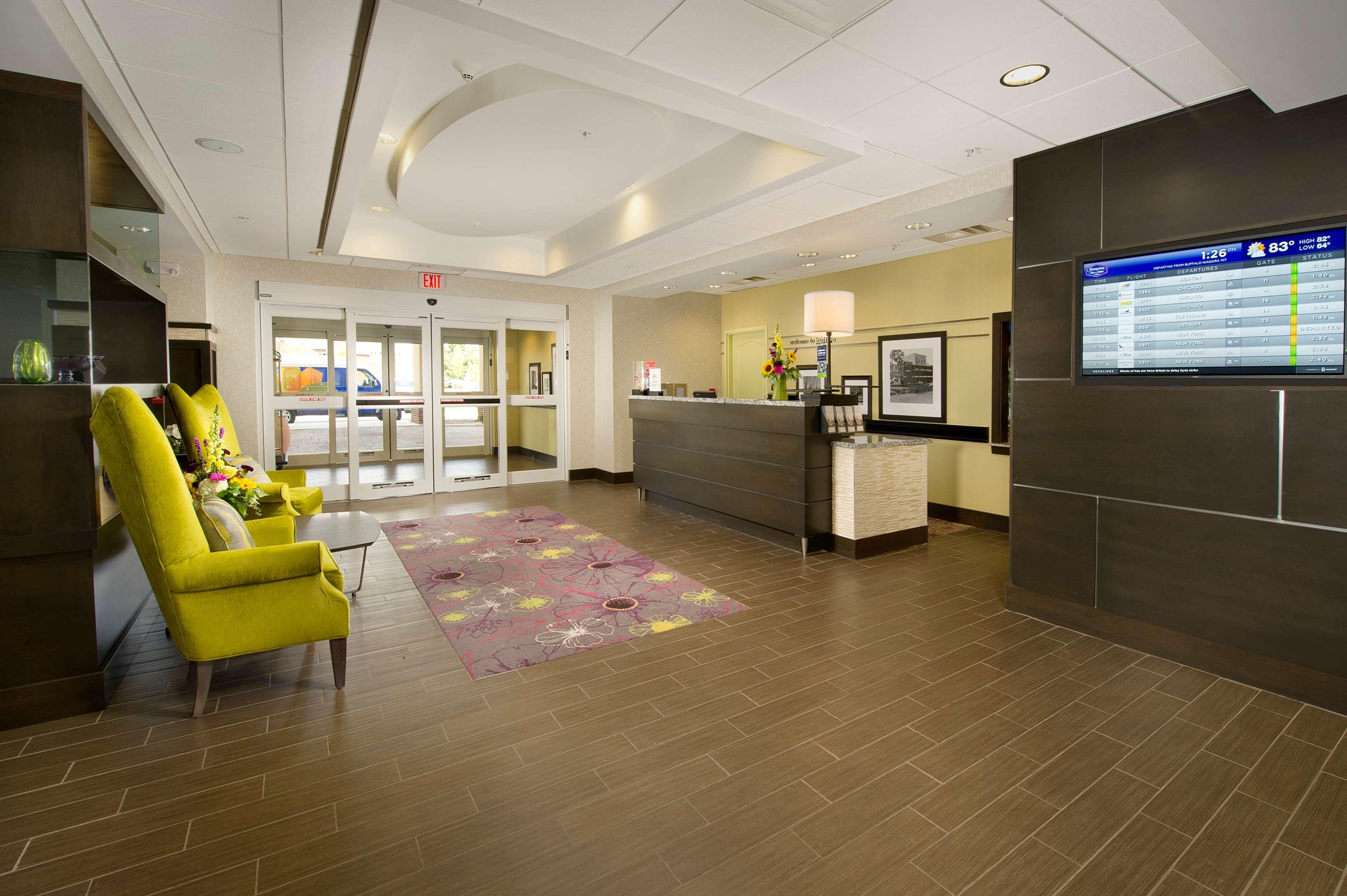 Hampton Inn & Suites Buffalo Airport image 2