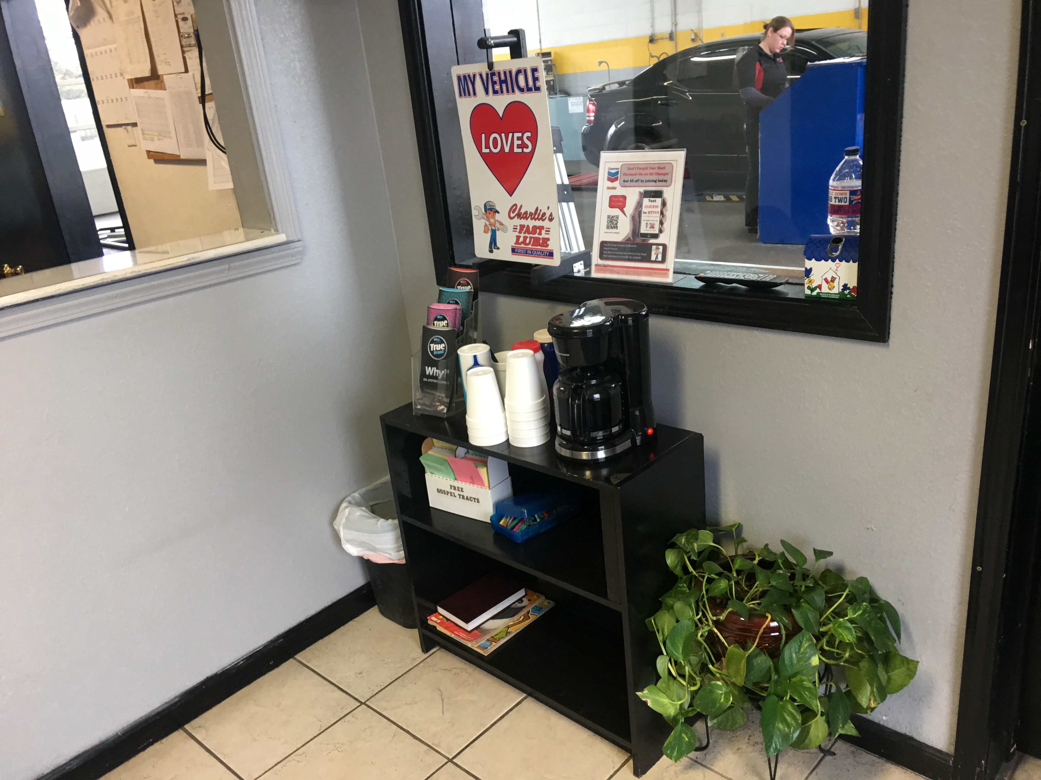 Charlie's Fast Lube Oil Change - Sikeston, MO image 2