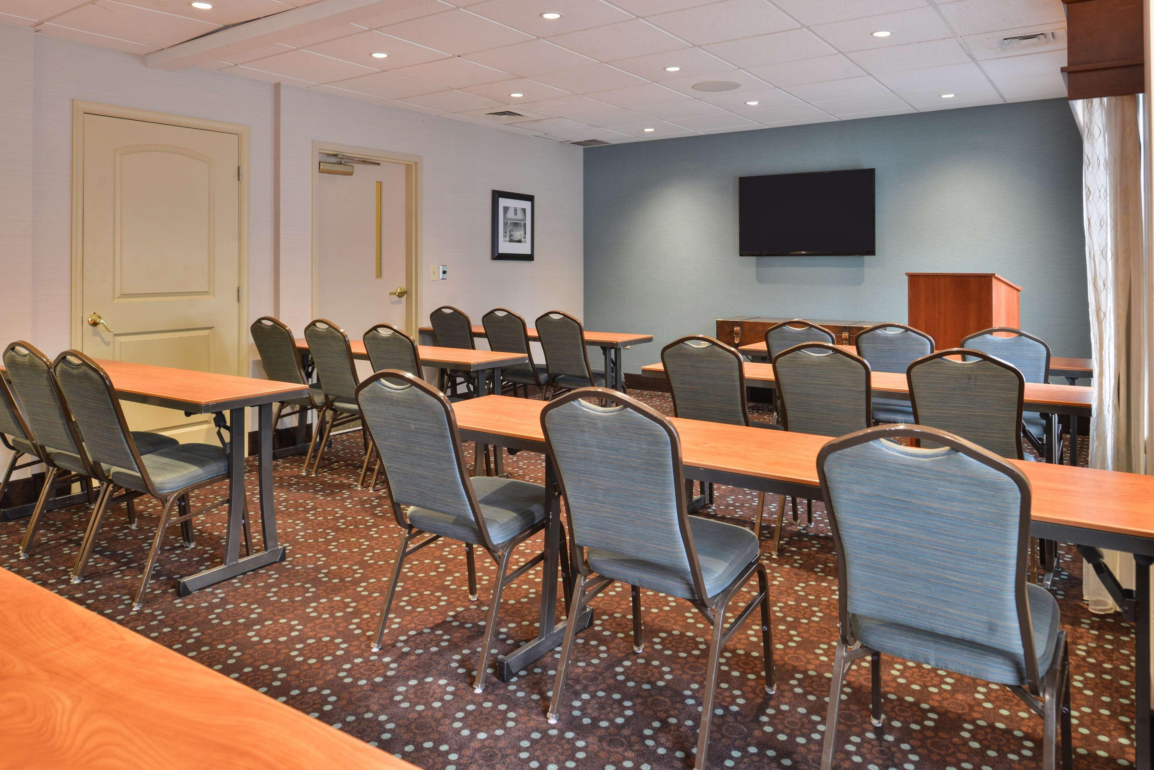 Hampton Inn & Suites Newport News (Oyster Point) image 48