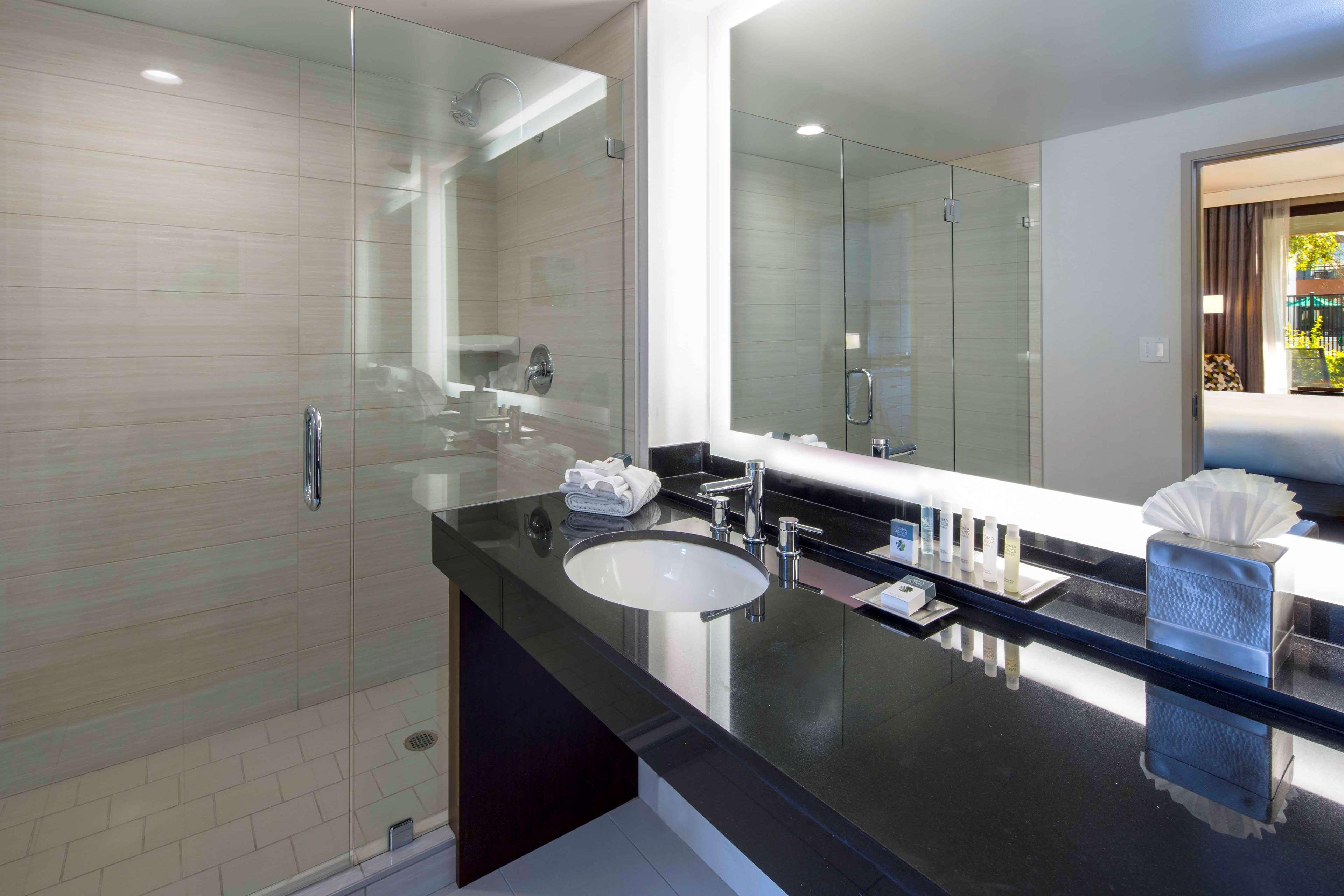 DoubleTree by Hilton Hotel Newark - Fremont image 21