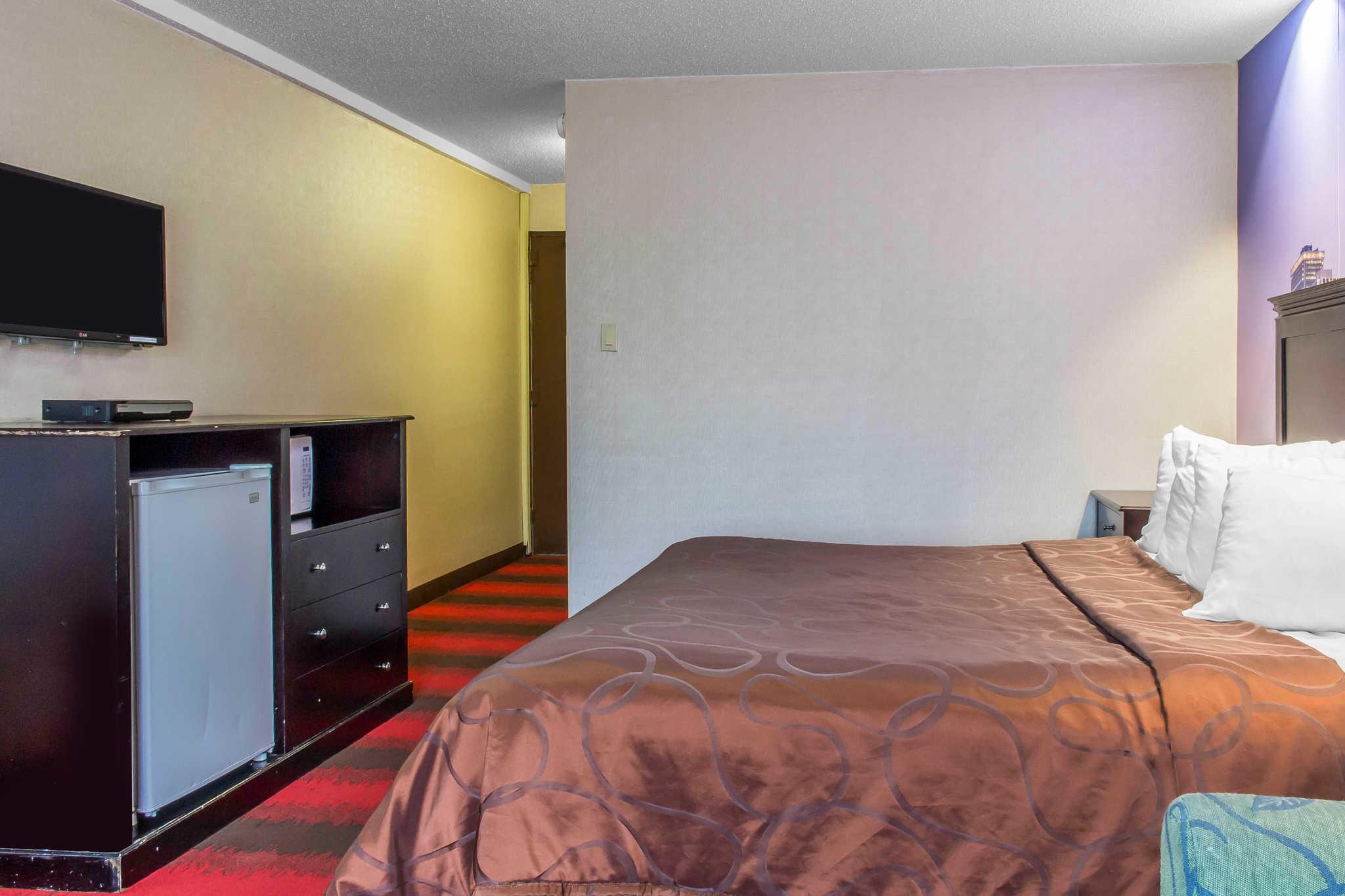 Rodeway Inn Capri image 22