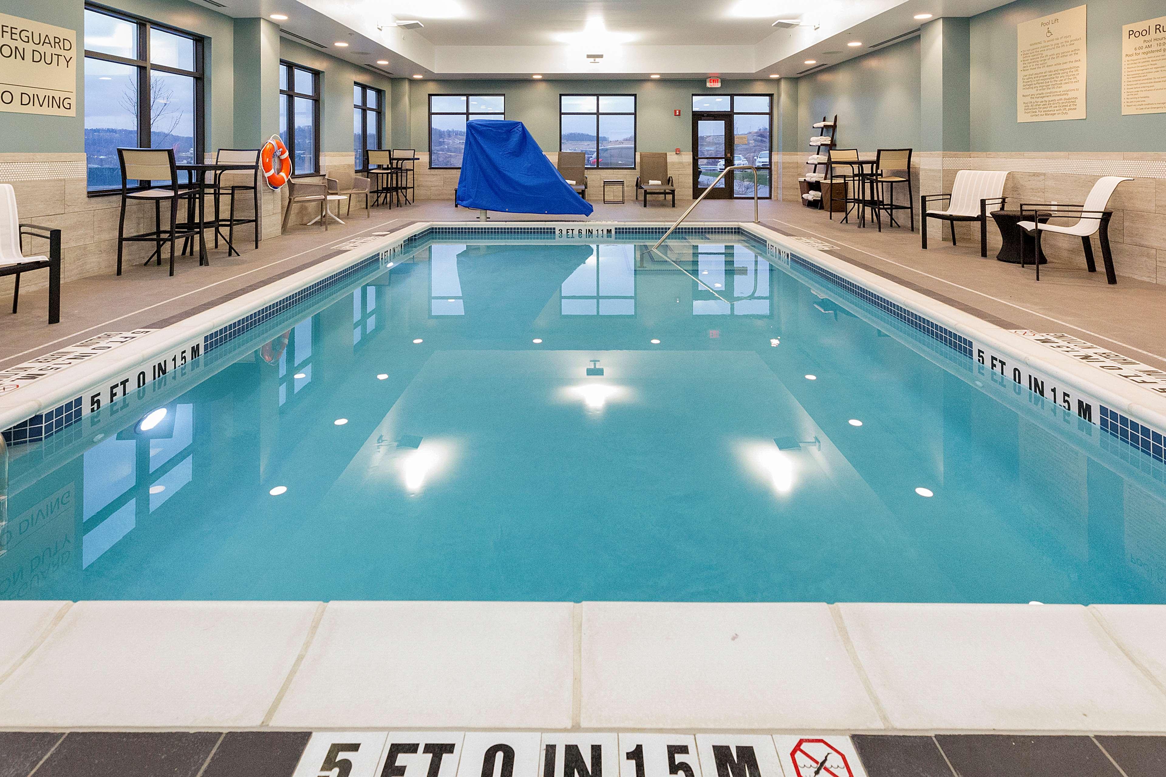 Hampton Inn & Suites Morgantown / University Town Centre image 7