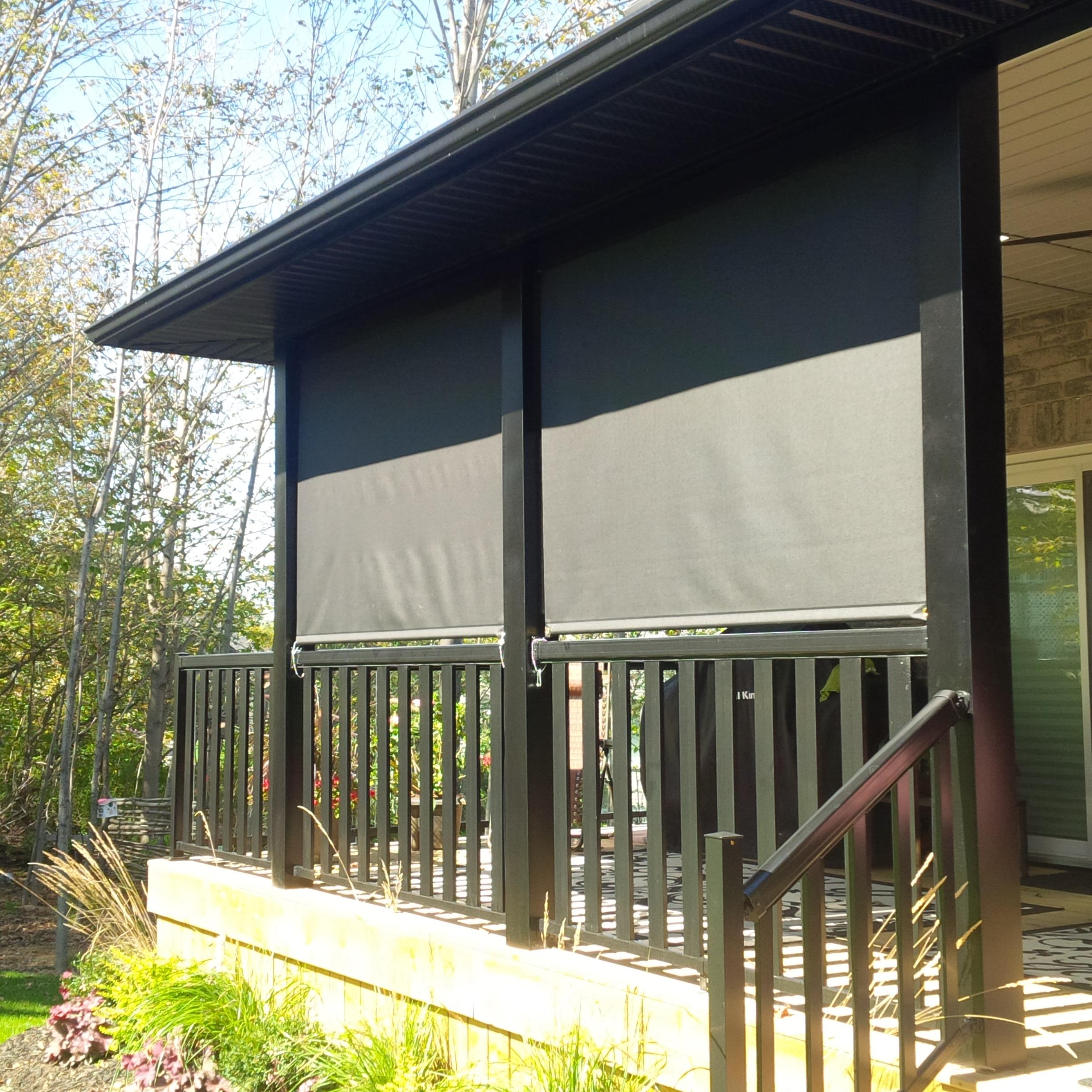 Budget Blinds à Waterloo: These clients wanted some refuge from the sun as well as a little privacy from the neighbours. The black fascia box at the top discretely hides the roll of fabric when not in use and protects the shade from the elements. Cable guides at the sides prevent the shade from swinging in the wind.