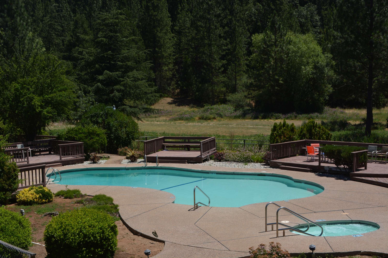 Pioneer Inn & Suites image 9