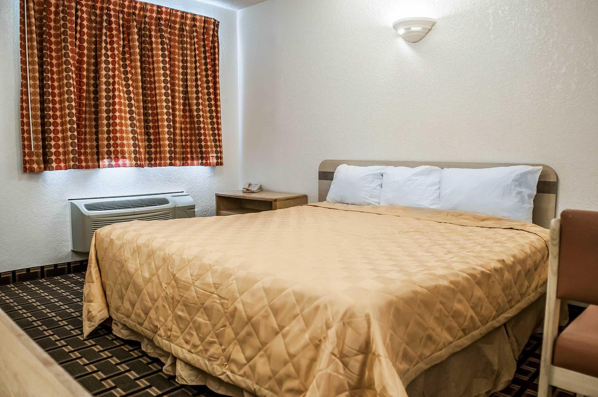 Rodeway Inn image 5