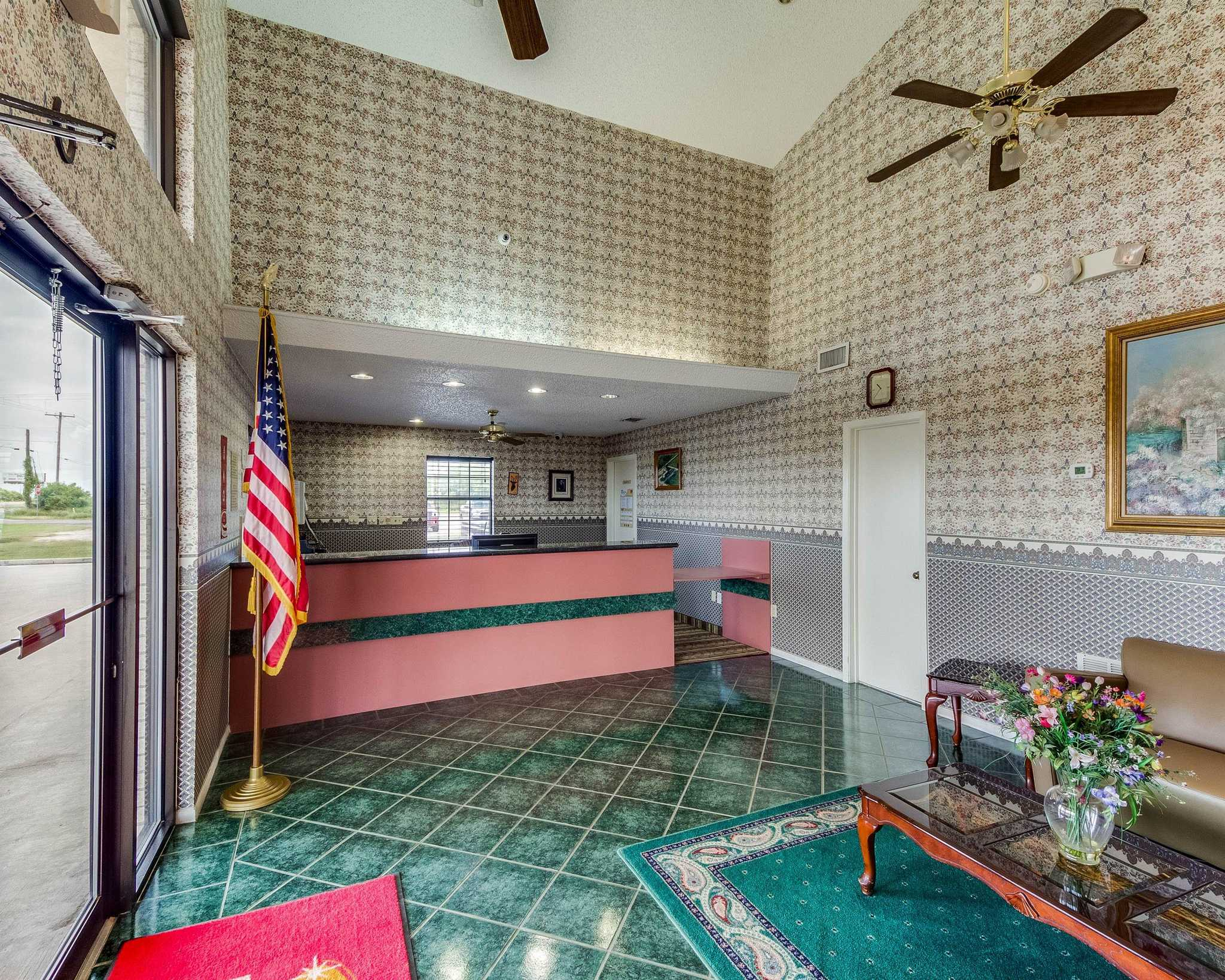 Econo Lodge image 13