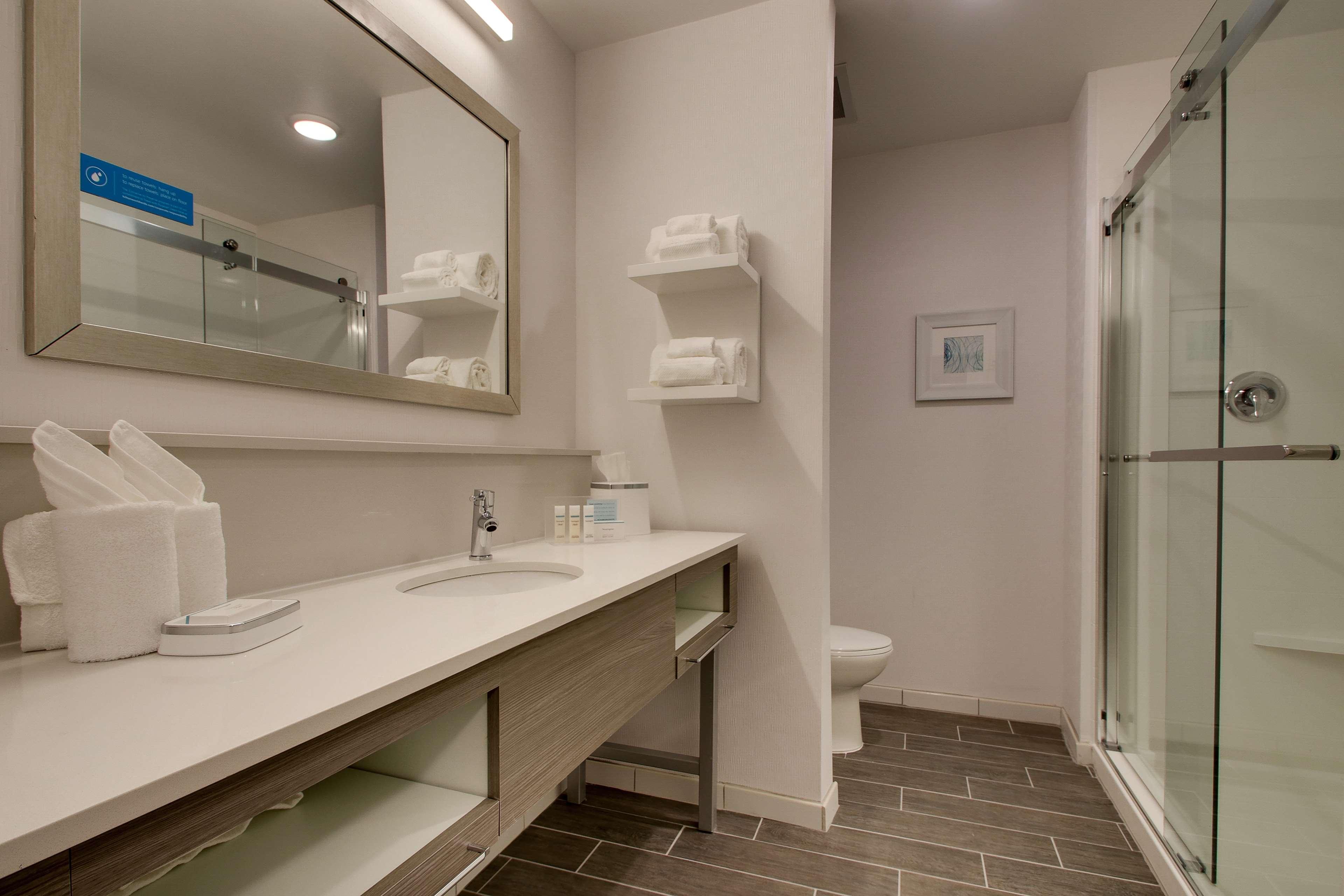 Hampton Inn & Suites Knightdale Raleigh image 41