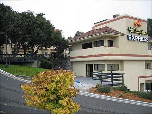 Holiday Inn Express Grover Beach-Pismo Beach Area image 0