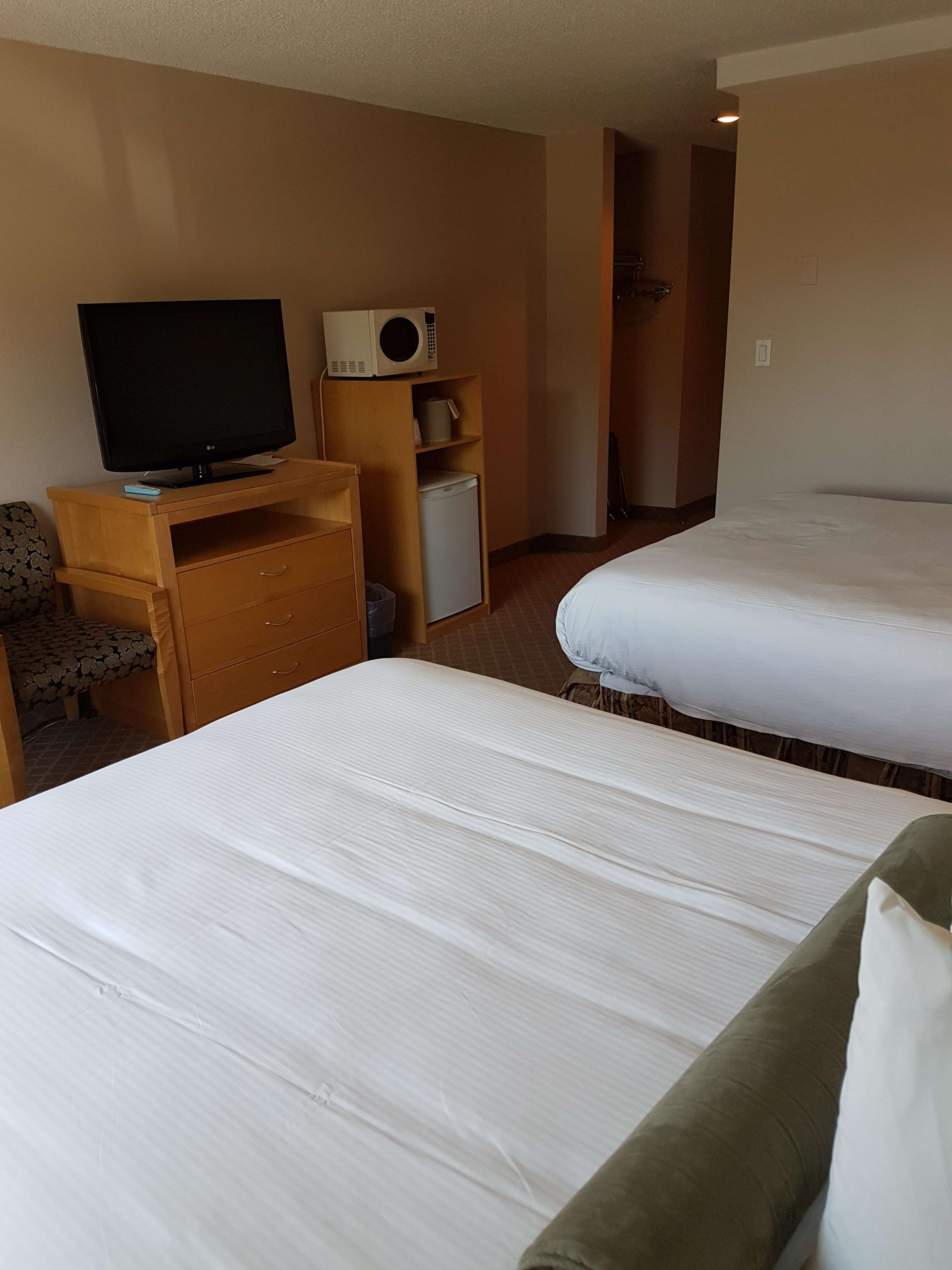 SureStay Plus Hotel by Best Western Coquitlam in Coquitlam: 2 Queens