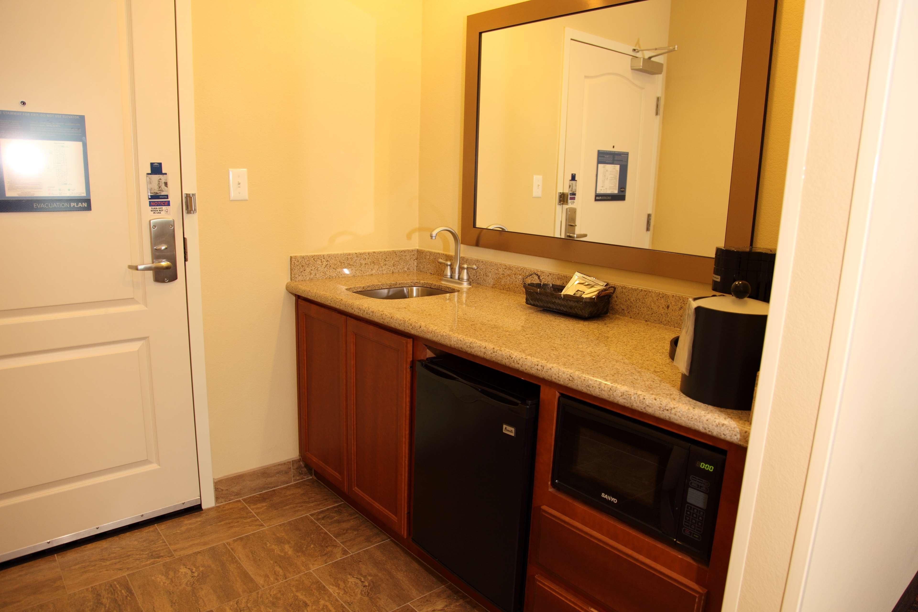 Hampton Inn & Suites Bastrop image 18