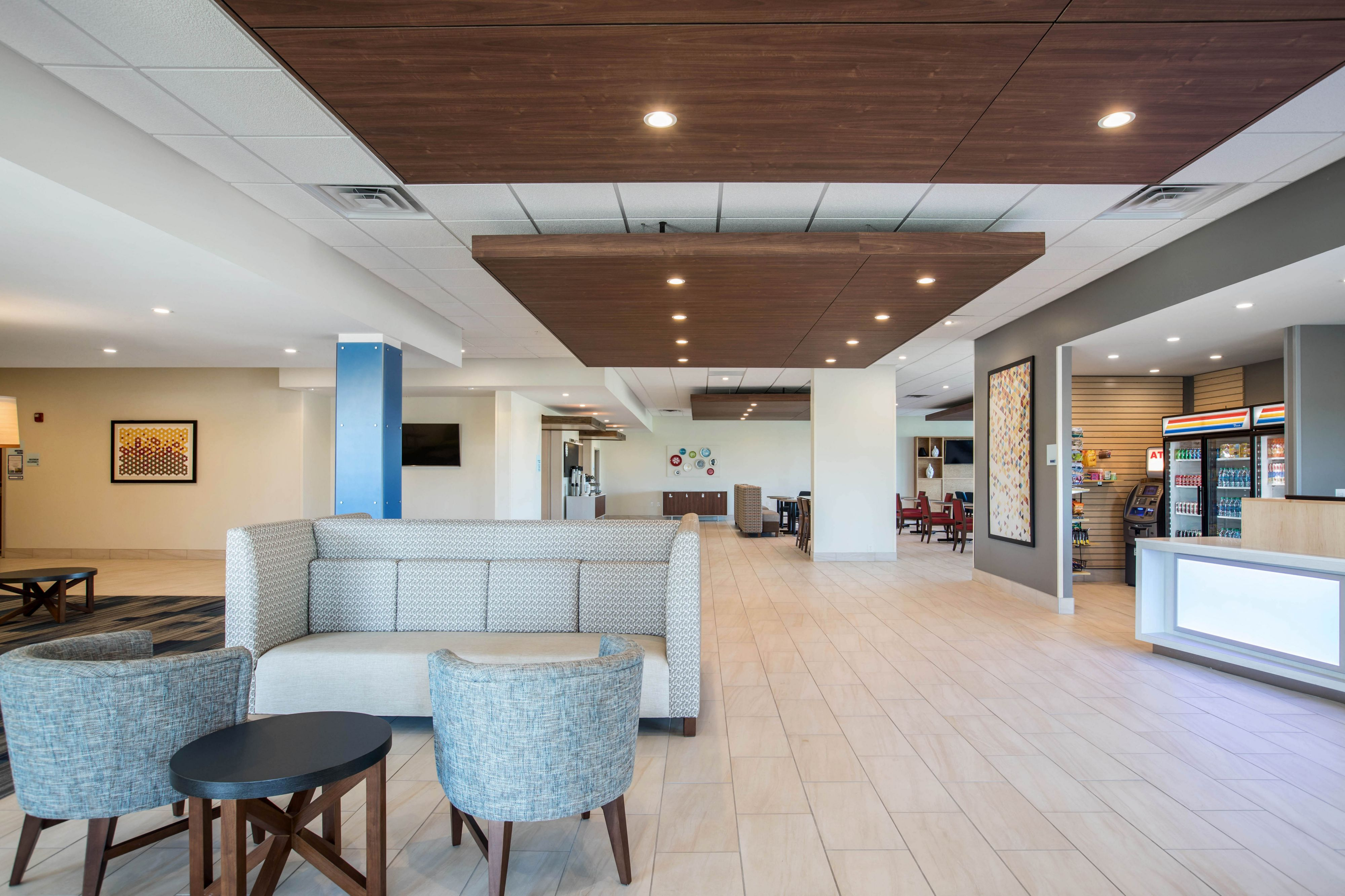 Holiday Inn Express & Suites Ludington image 4
