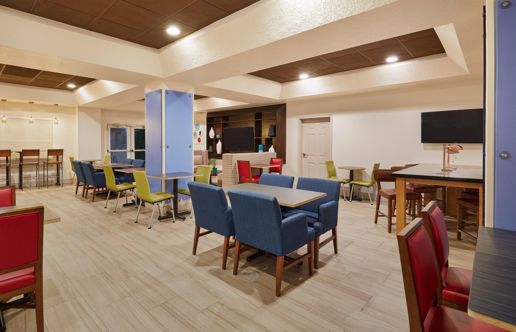 Holiday Inn Express & Suites Orlando International Airport, an IHG Hotel