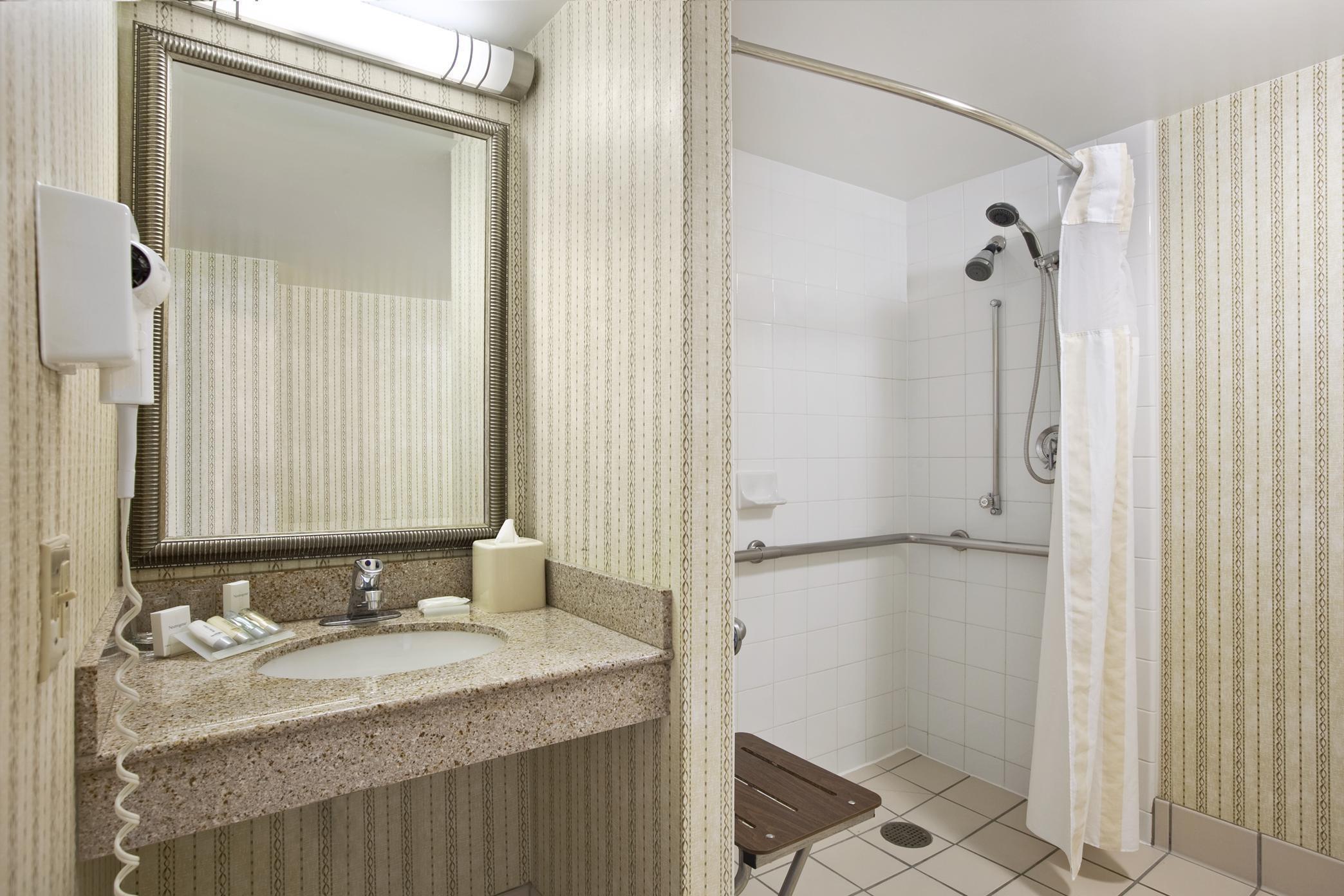 Hilton Garden Inn Chicago/Oakbrook Terrace image 9