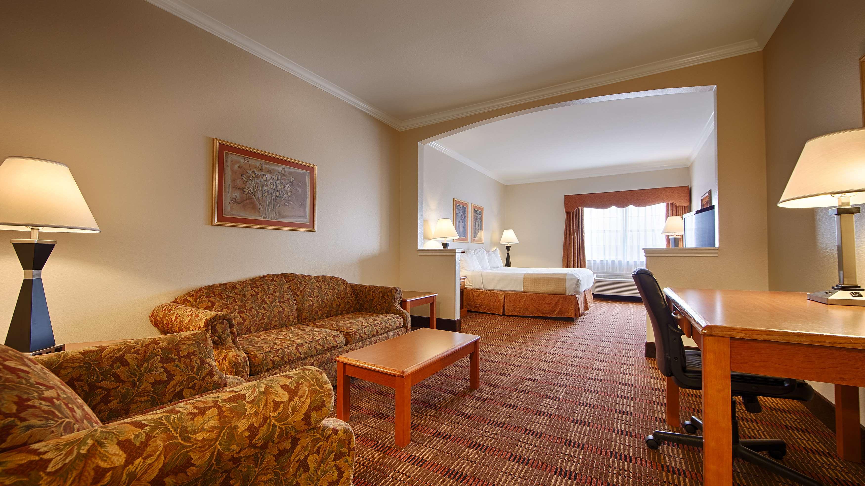 Best Western Club House Inn & Suites image 2