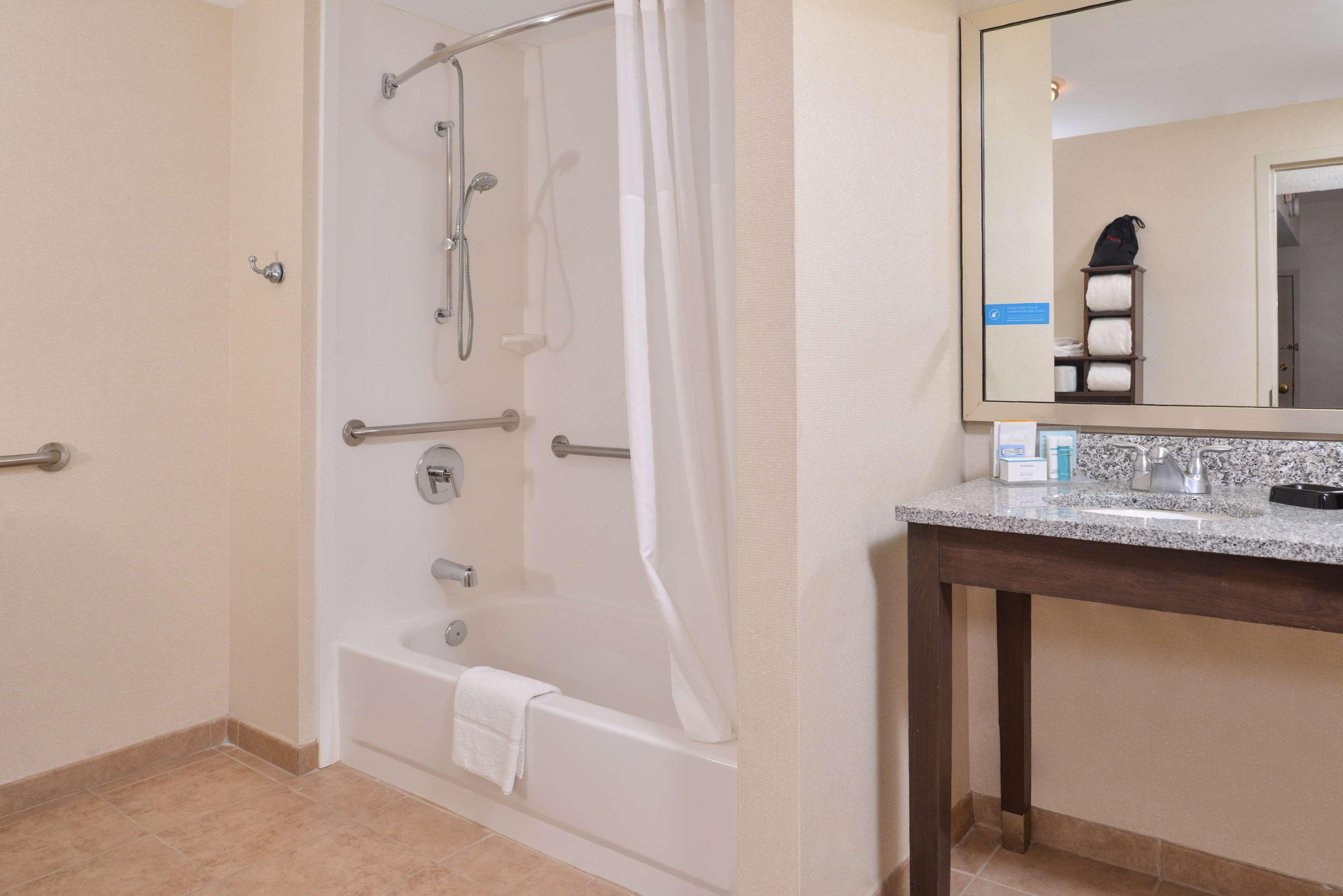 Hampton Inn & Suites Newport News (Oyster Point) image 24