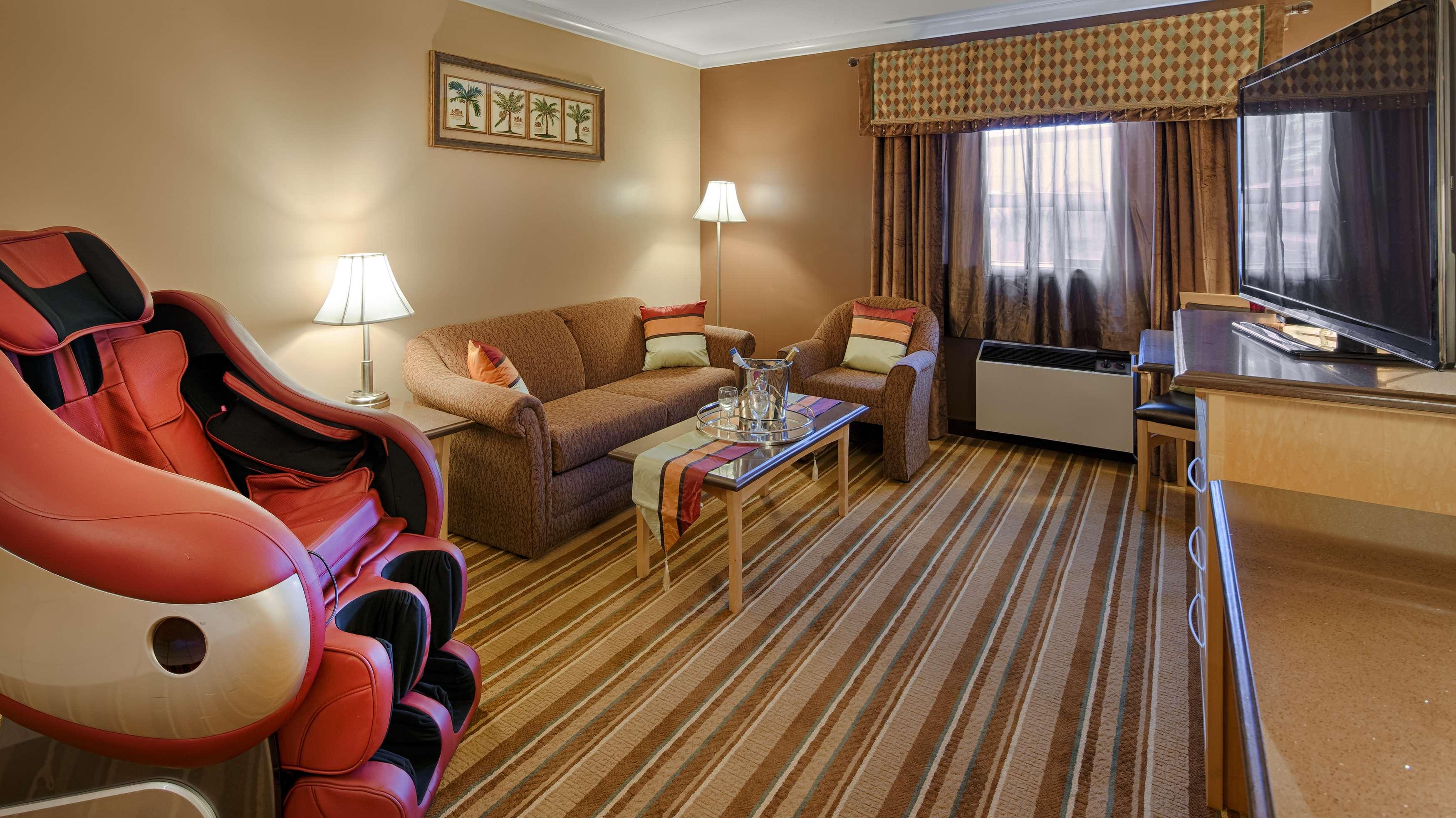 Best Western Marquis Inn & Suites in Prince Albert: Guest Room